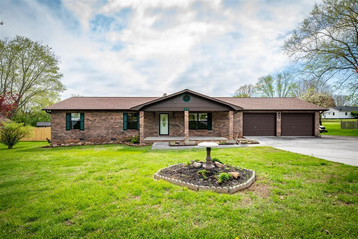 302 Amerine, Maryville, Tennessee, United States 37804, 3 Bedrooms Bedrooms, ,3 BathroomsBathrooms,Single Family,For Sale,Amerine,1113168