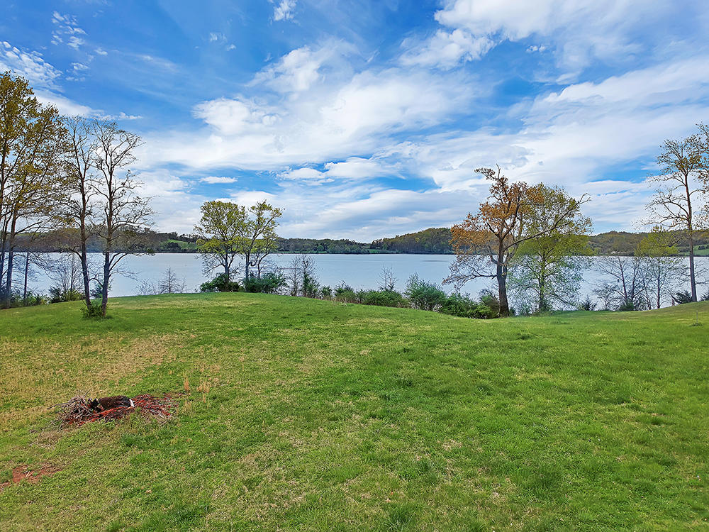 115 Jones Lake Way: