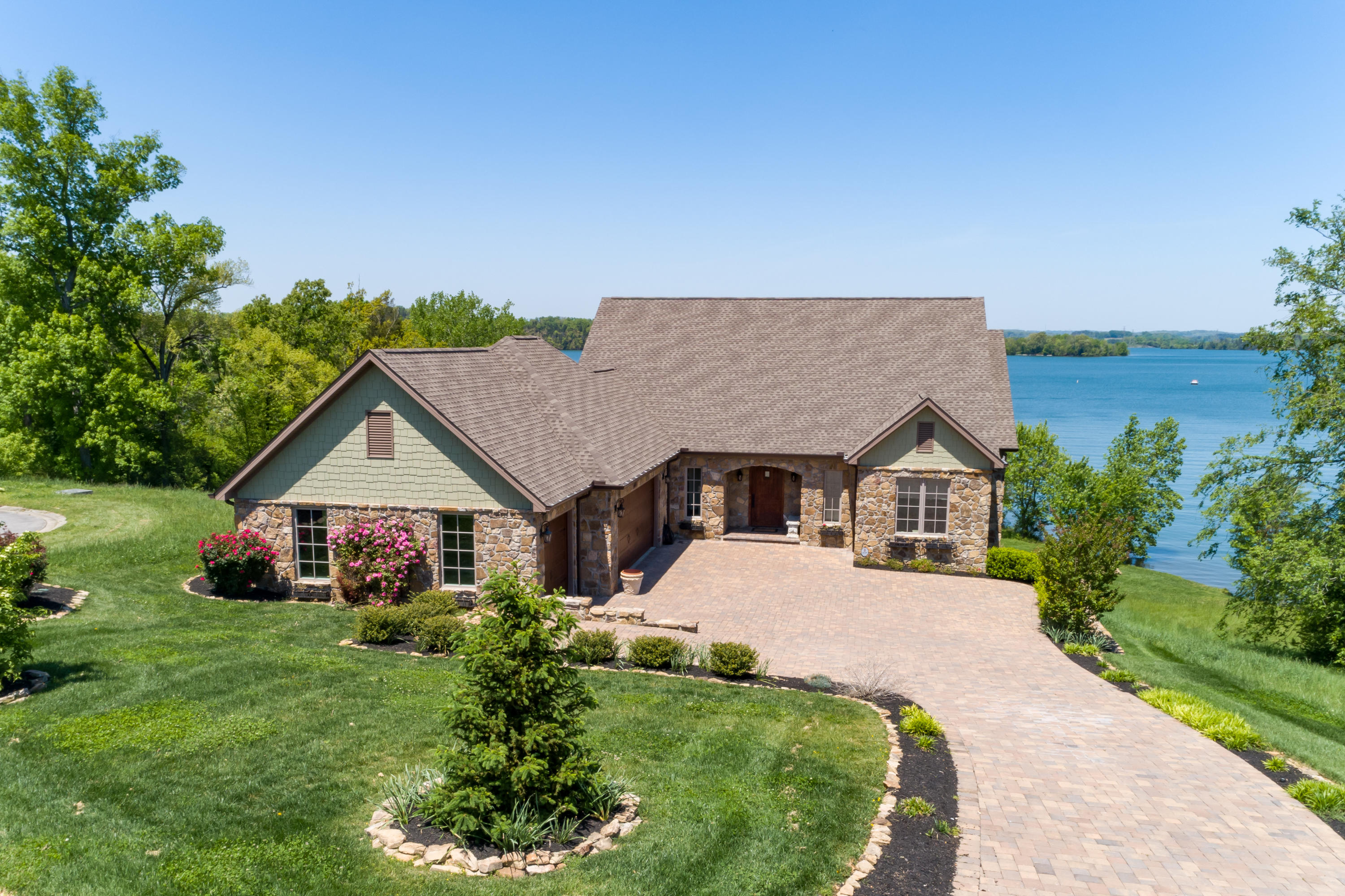 556 Cypress Pointe Drive, Lenoir City, Tennessee 37772, 4 Bedrooms Bedrooms, ,3 BathroomsBathrooms,Single Family,For Sale,Cypress Pointe,1116338