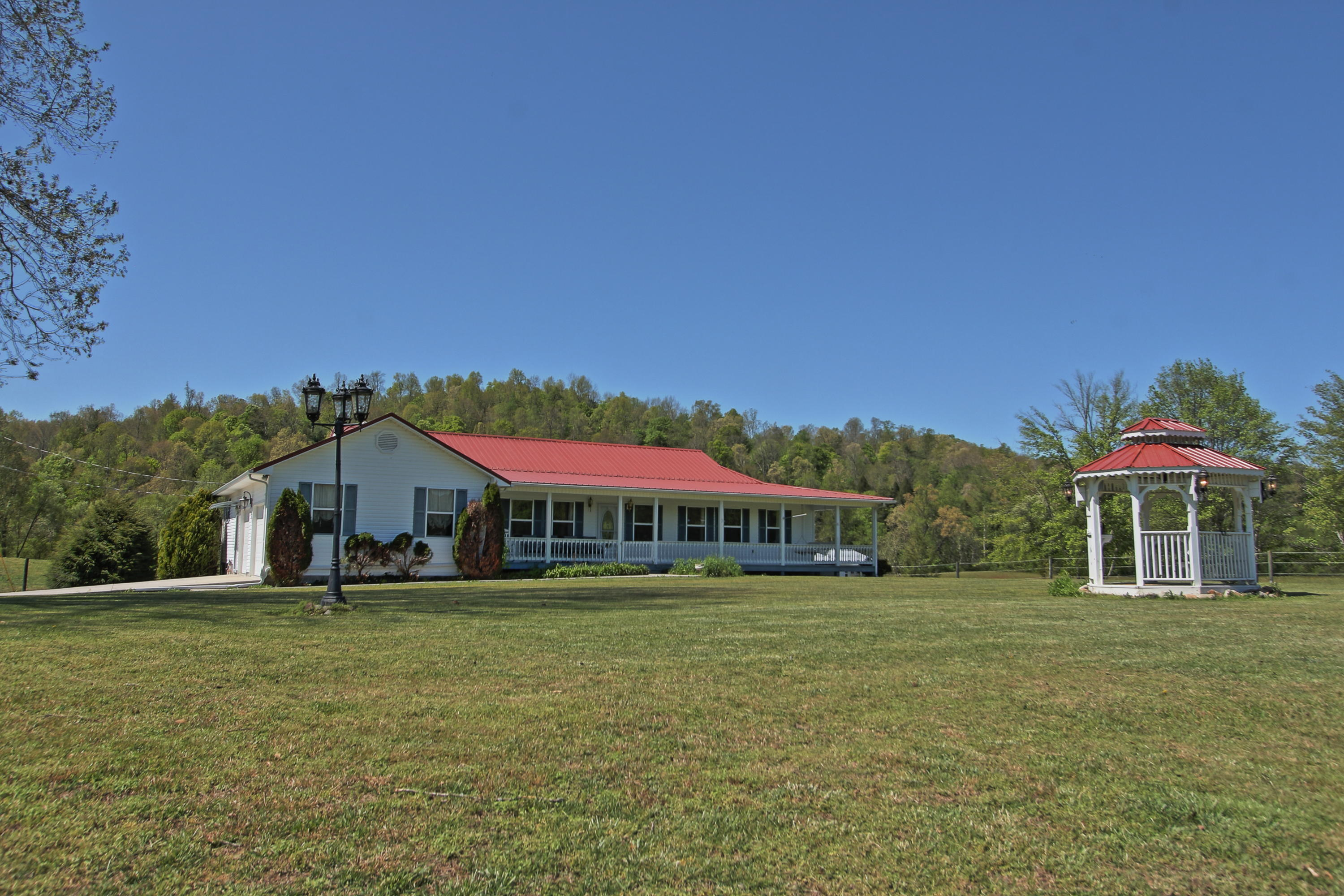 750 Nydeck Rd, Robbins, Tennessee 37852, 3 Bedrooms Bedrooms, ,2 BathroomsBathrooms,Single Family,For Sale,Nydeck,1116367