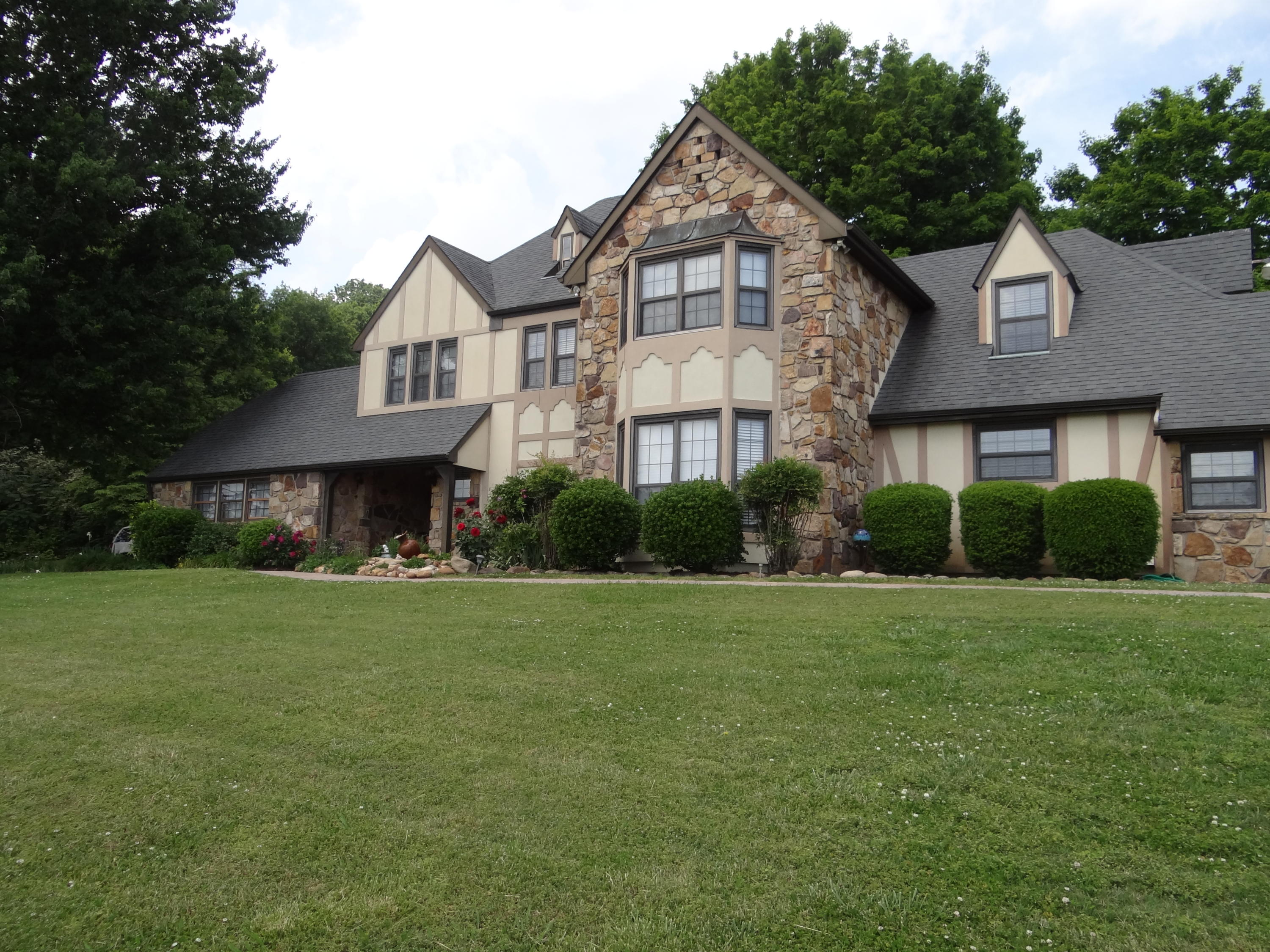 1202 Little Mountain, Lenoir City, Tennessee, United States 37771, 5 Bedrooms Bedrooms, ,4 BathroomsBathrooms,Single Family,For Sale,Little Mountain,1117149
