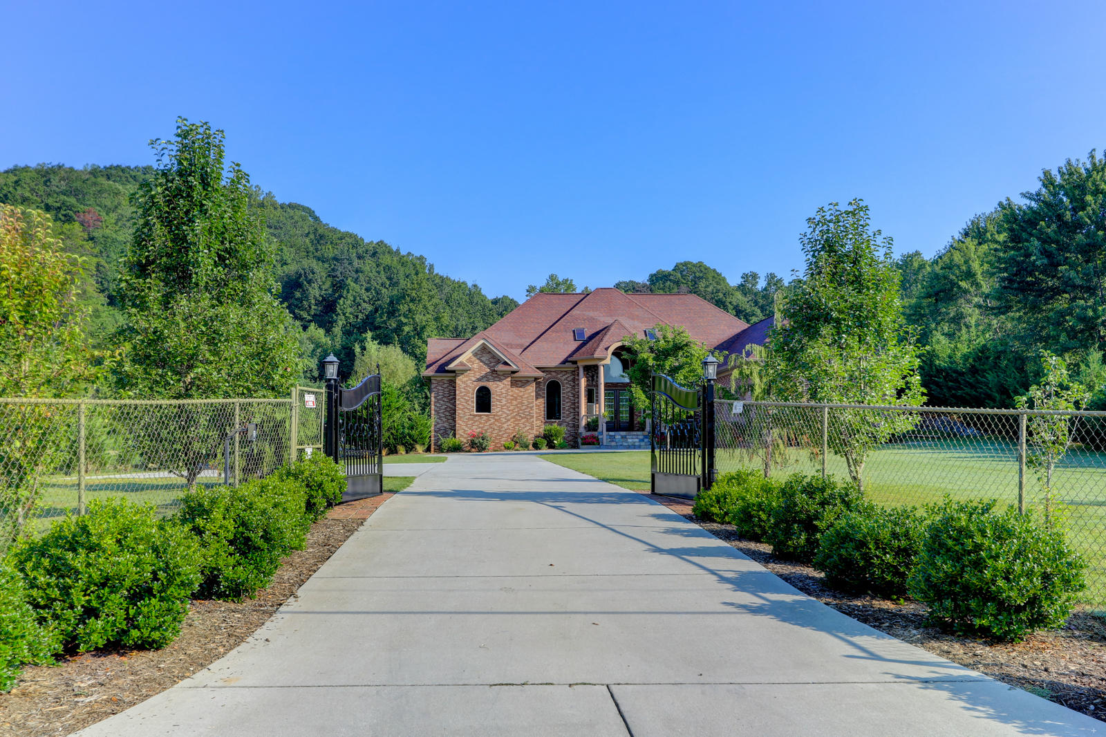 11623 Yarnell, Knoxville, Tennessee, United States 37932, 5 Bedrooms Bedrooms, ,5 BathroomsBathrooms,Single Family,For Sale,Yarnell,1118793