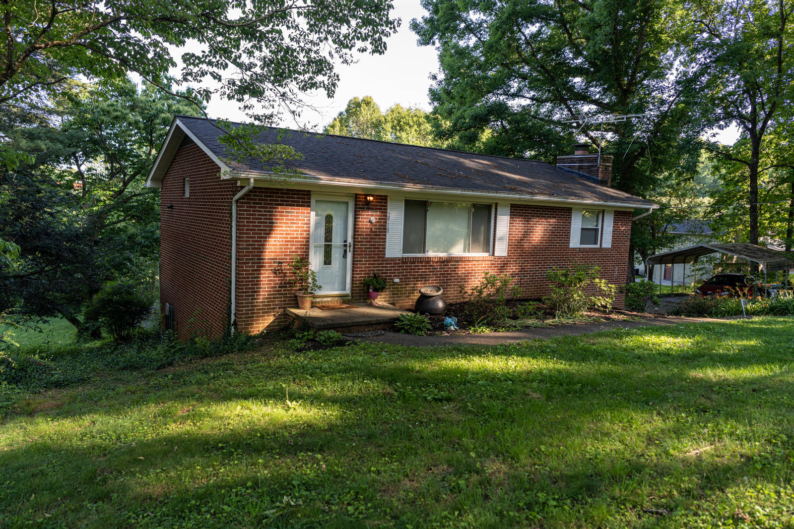 2918 Western Rd, Knoxville, Tennessee 37938, 3 Bedrooms Bedrooms, ,2 BathroomsBathrooms,Single Family,For Sale,Western,1116036