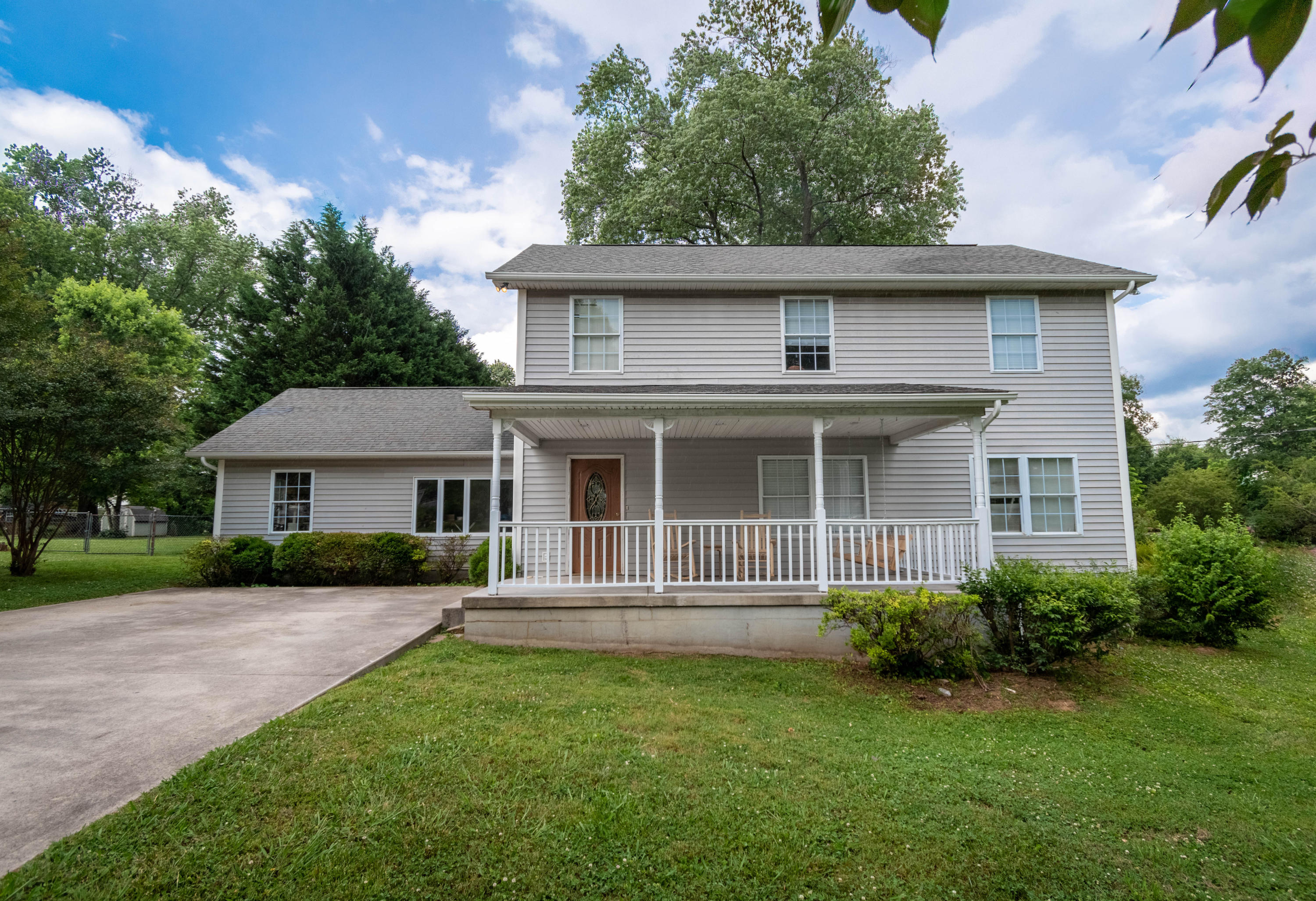 3412 Luwana, Knoxville, Tennessee, United States 37917, 5 Bedrooms Bedrooms, ,3 BathroomsBathrooms,Single Family,For Sale,Luwana,1119822