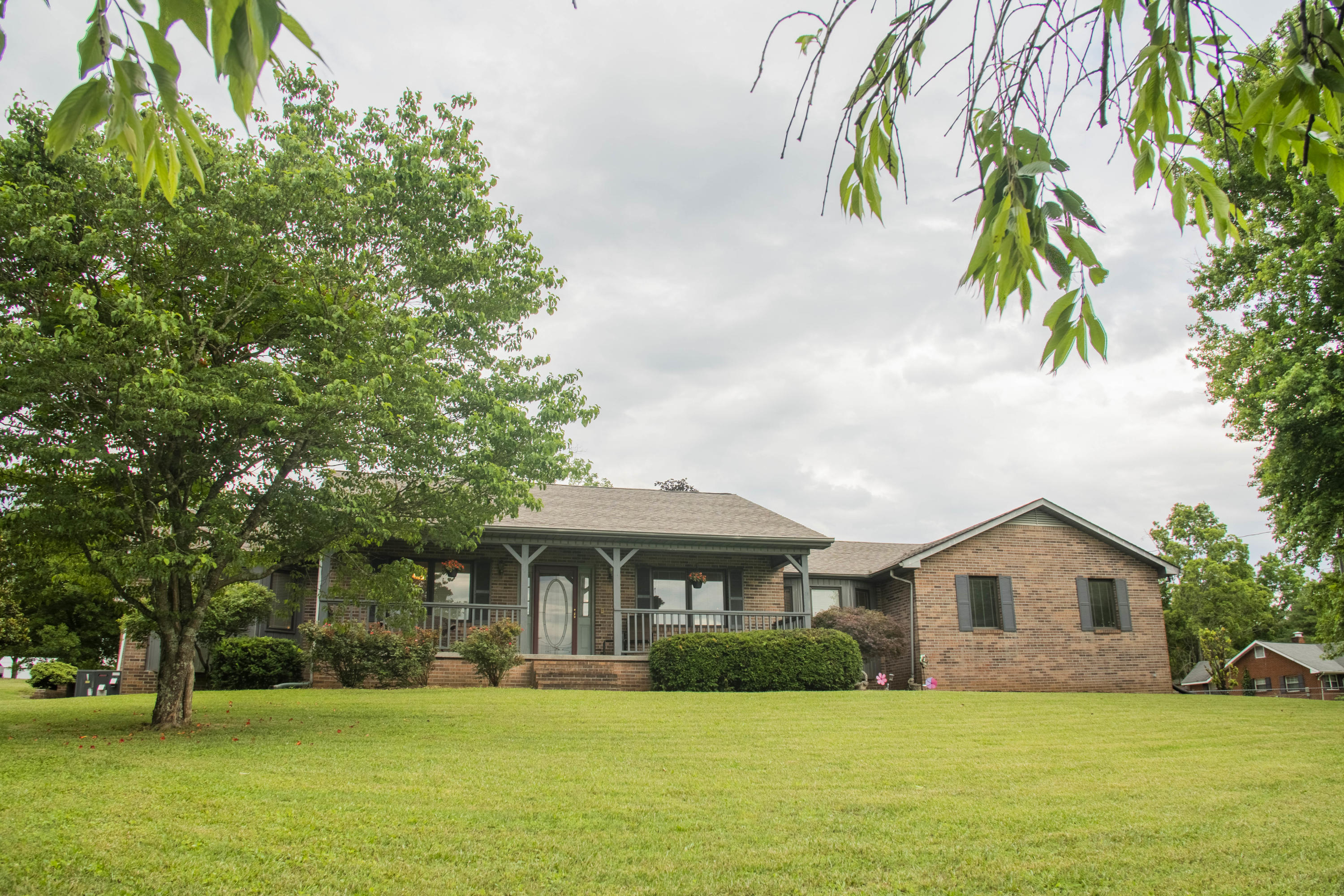 2724 Hodge, Knoxville, Tennessee, United States 37931, 4 Bedrooms Bedrooms, ,3 BathroomsBathrooms,Single Family,For Sale,Hodge,1120249