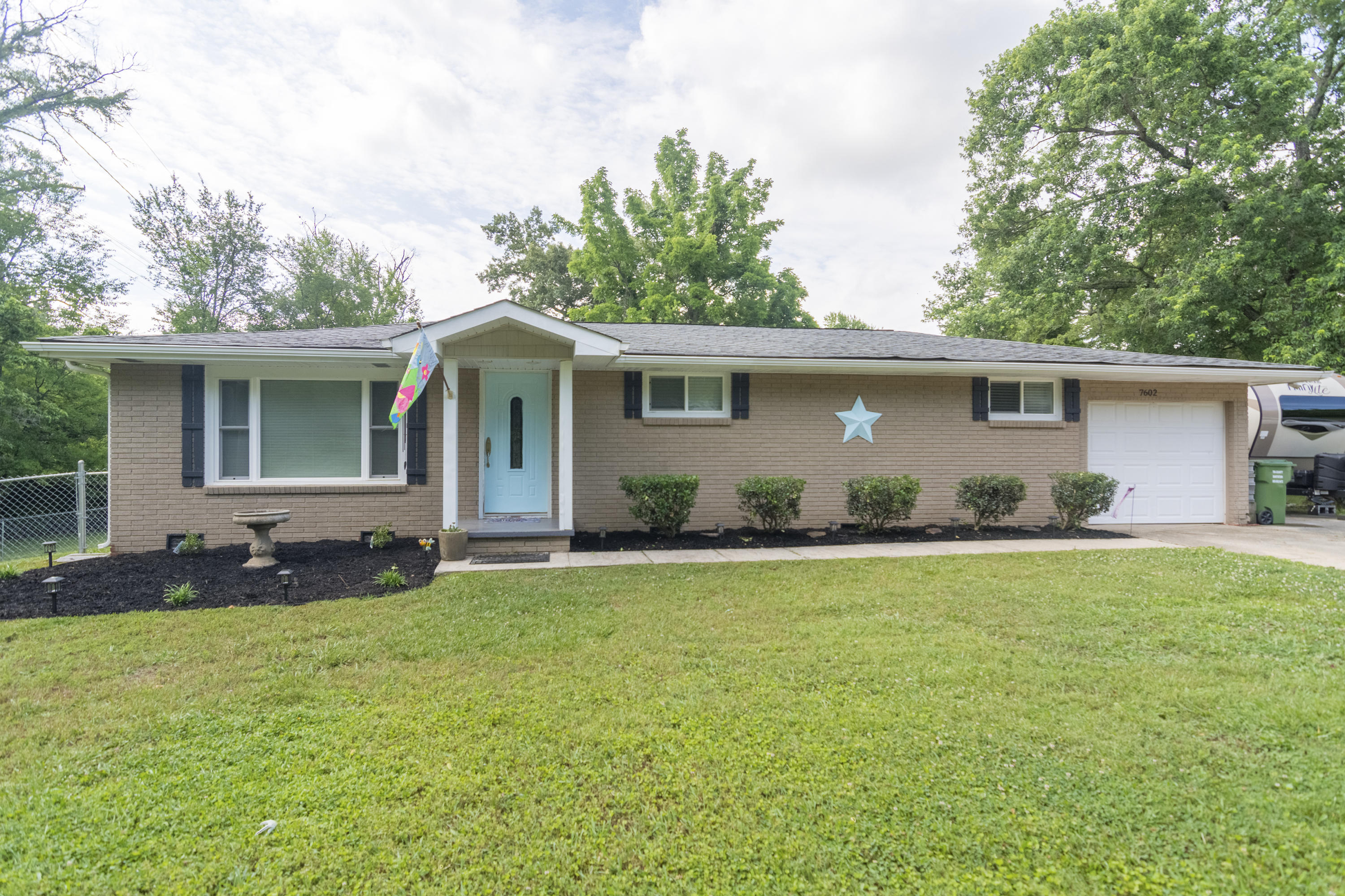 7602 Millertown Pike, Knoxville, Tennessee 37924, 2 Bedrooms Bedrooms, ,1 BathroomBathrooms,Single Family,For Sale,Millertown,1121262
