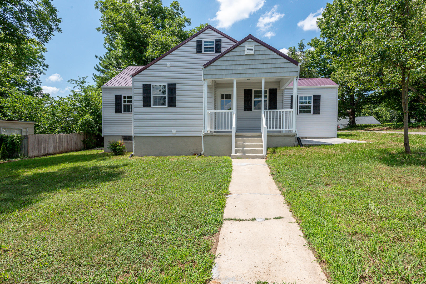 1911 Crest, Maryville, Tennessee, United States 37804, 3 Bedrooms Bedrooms, ,1 BathroomBathrooms,Single Family,For Sale,Crest,1122473