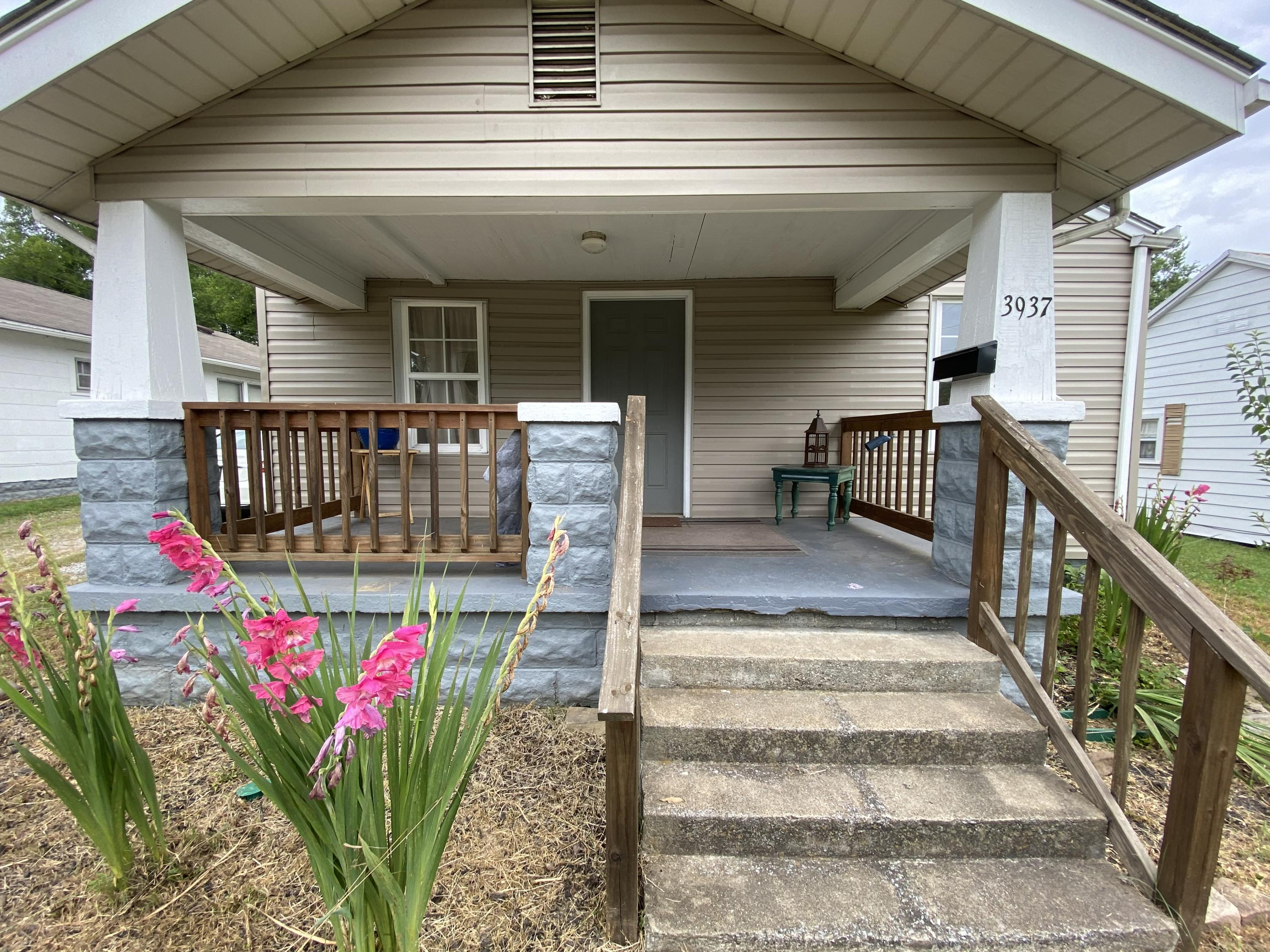 3937 Porter Ave, Knoxville, Tennessee 37914, 2 Bedrooms Bedrooms, ,1 BathroomBathrooms,Single Family,For Sale,Porter,1122269