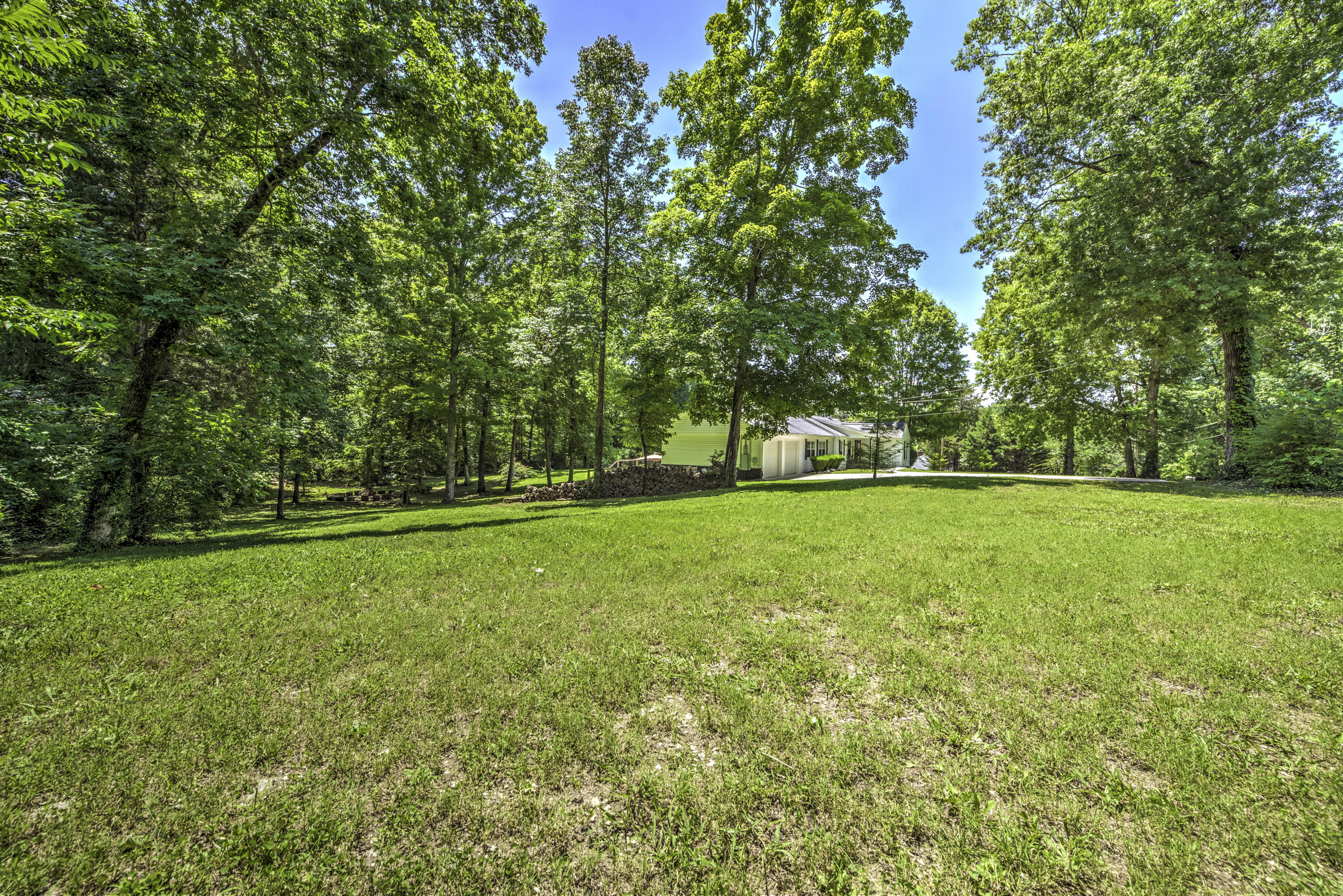 114 Redbud, Clinton, Tennessee, United States 37716, 3 Bedrooms Bedrooms, ,2 BathroomsBathrooms,Single Family,For Sale,Redbud,1122789