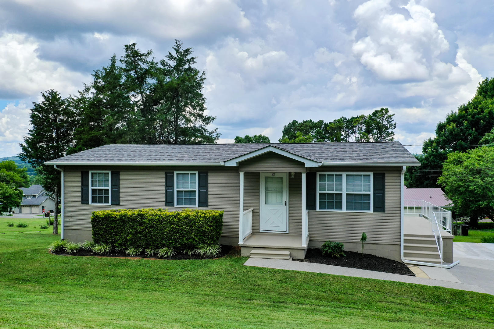 807 Jefferson, Madisonville, Tennessee, United States 37354, 3 Bedrooms Bedrooms, ,2 BathroomsBathrooms,Single Family,For Sale,Jefferson,1122917