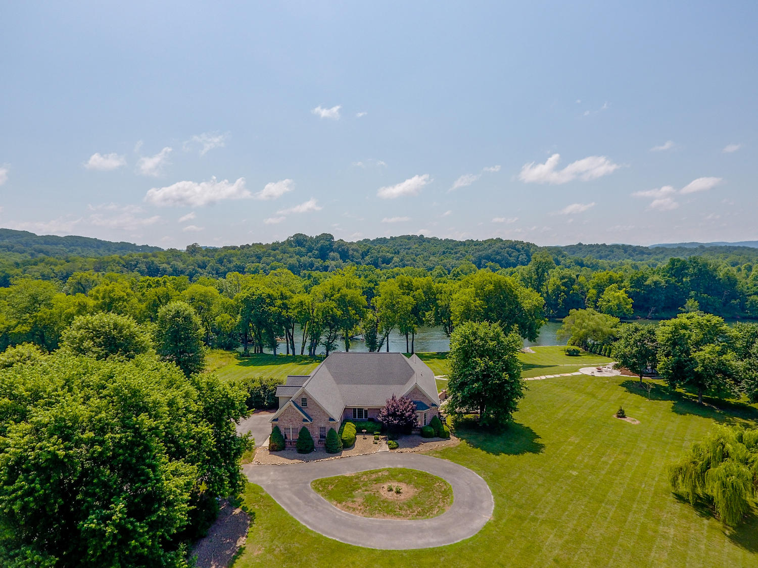 985 Cliff Top, Blaine, Tennessee, United States 37709, 5 Bedrooms Bedrooms, ,5 BathroomsBathrooms,Single Family,For Sale,Cliff Top,1122808