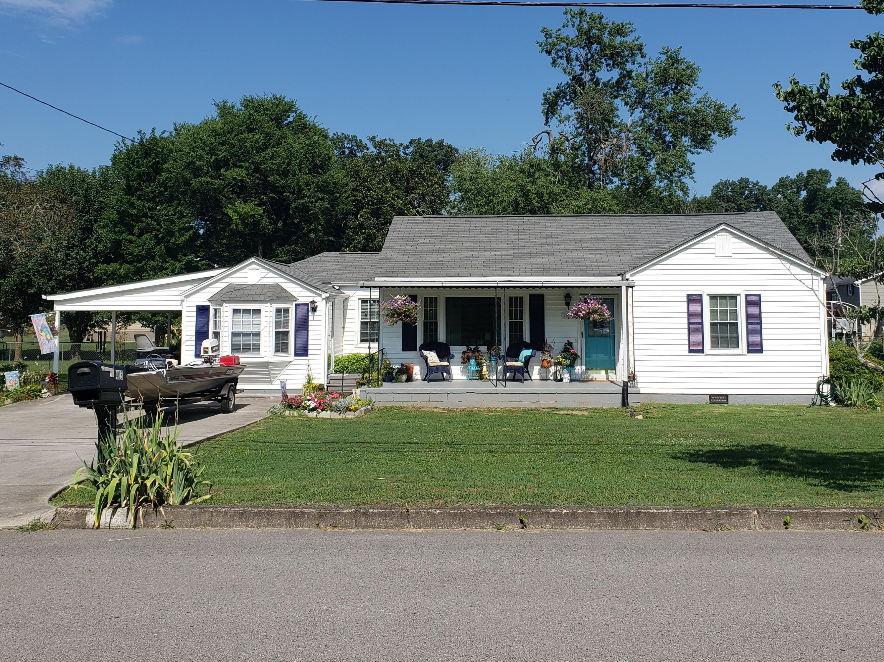 403 Riverside, Clinton, Tennessee, United States 37716, 4 Bedrooms Bedrooms, ,2 BathroomsBathrooms,Single Family,For Sale,Riverside,1122950