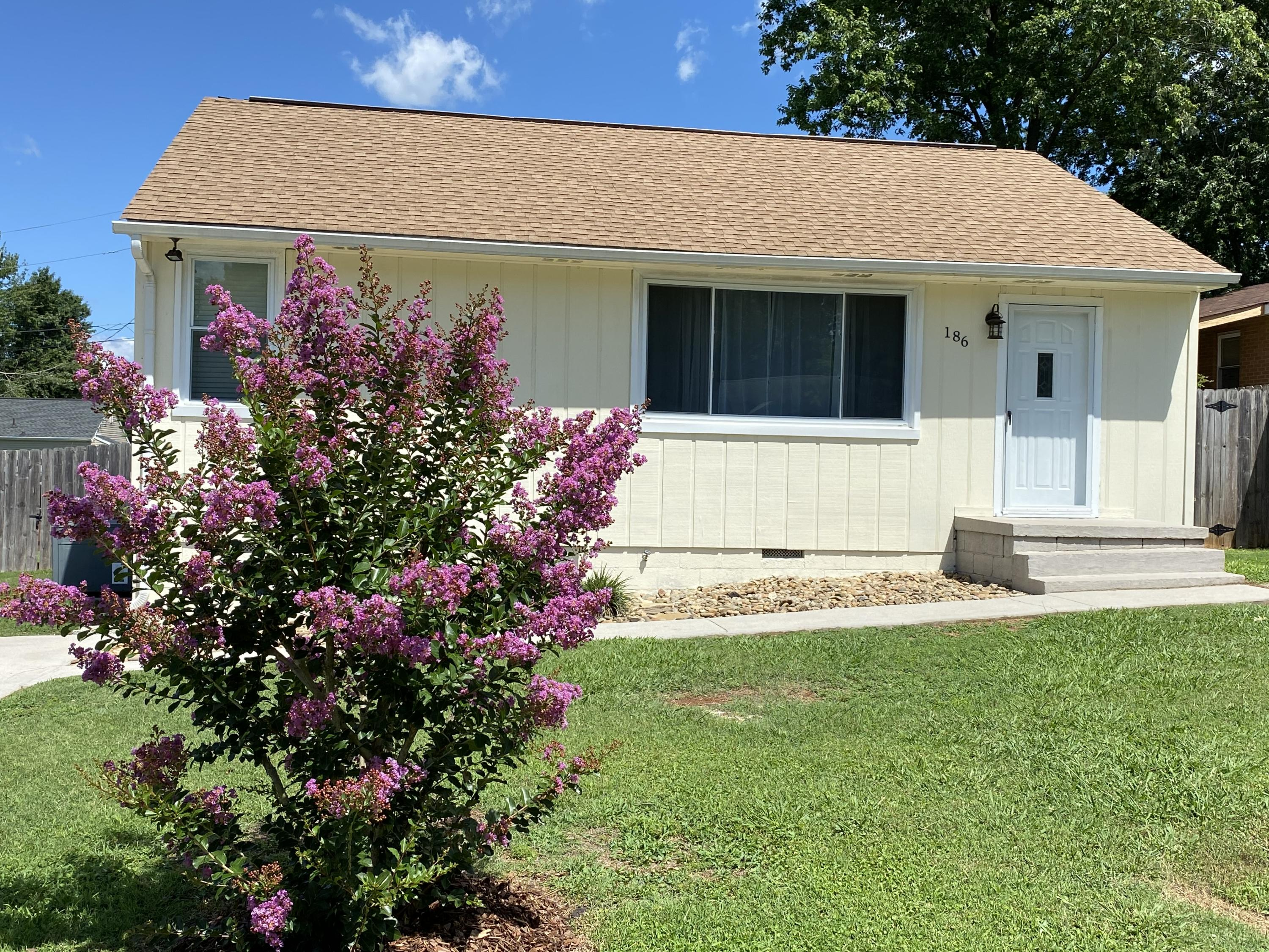 186 Fletcher, Maryville, Tennessee, United States 37804, 2 Bedrooms Bedrooms, ,1 BathroomBathrooms,Single Family,For Sale,Fletcher,1122951