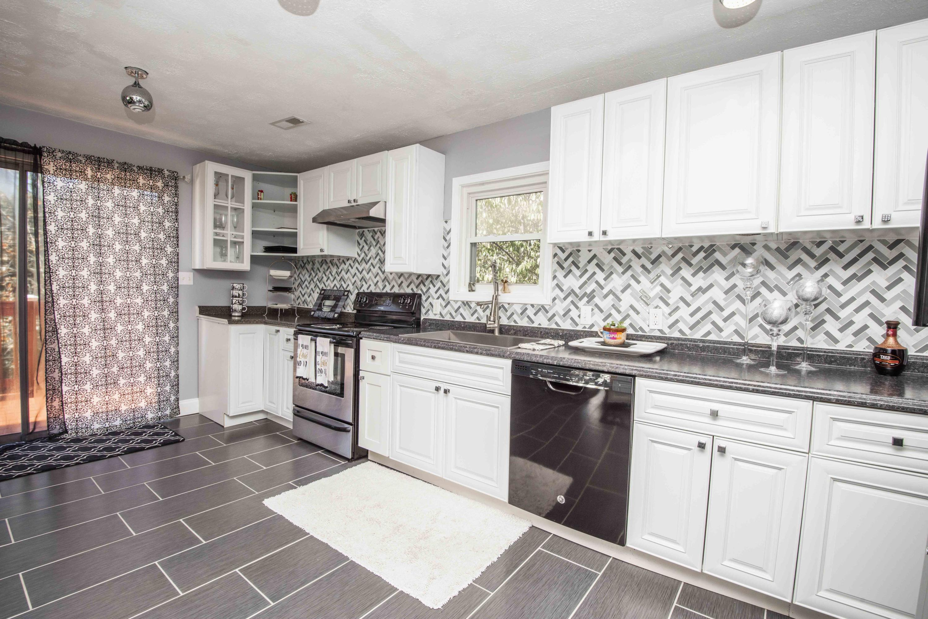5659 Matlock Drive, Knoxville, Tennessee 37921, 6 Bedrooms Bedrooms, ,3 BathroomsBathrooms,Single Family,For Sale,Matlock,1121911