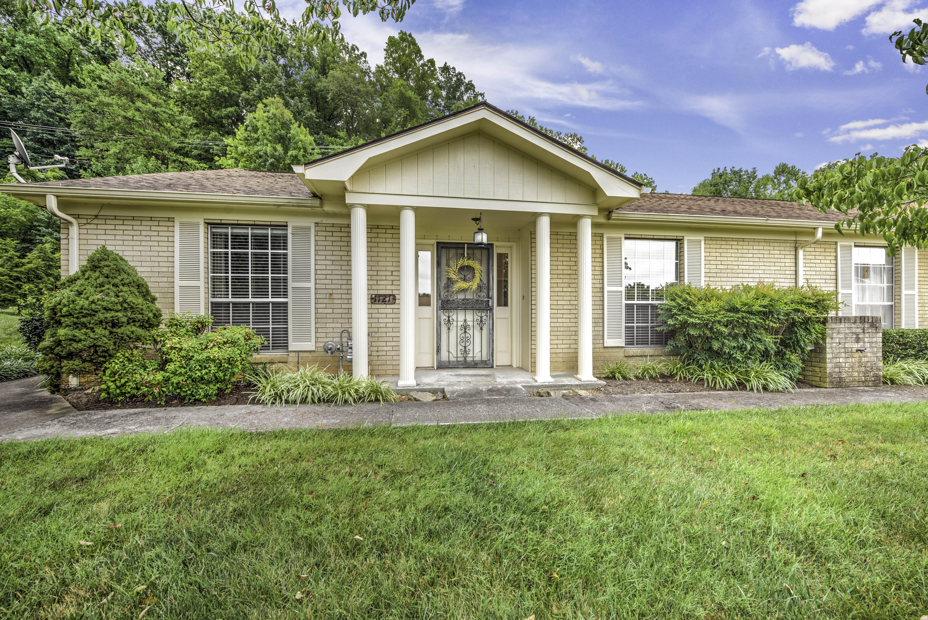 7914 Gleason, Knoxville, Tennessee, United States 37919, 3 Bedrooms Bedrooms, ,2 BathroomsBathrooms,Single Family,For Sale,Gleason,1124903