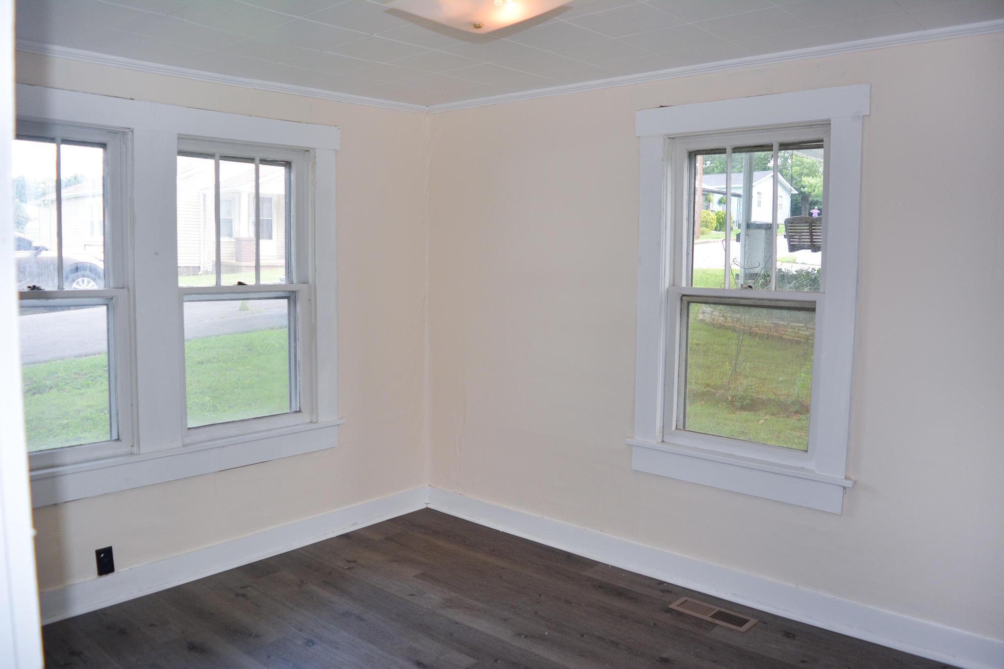 1002 Bon Street, Lenoir City, Tennessee, United States 37771, 1 Bedroom Bedrooms, ,1 BathroomBathrooms,Single Family,For Sale,Bon Street,1125179