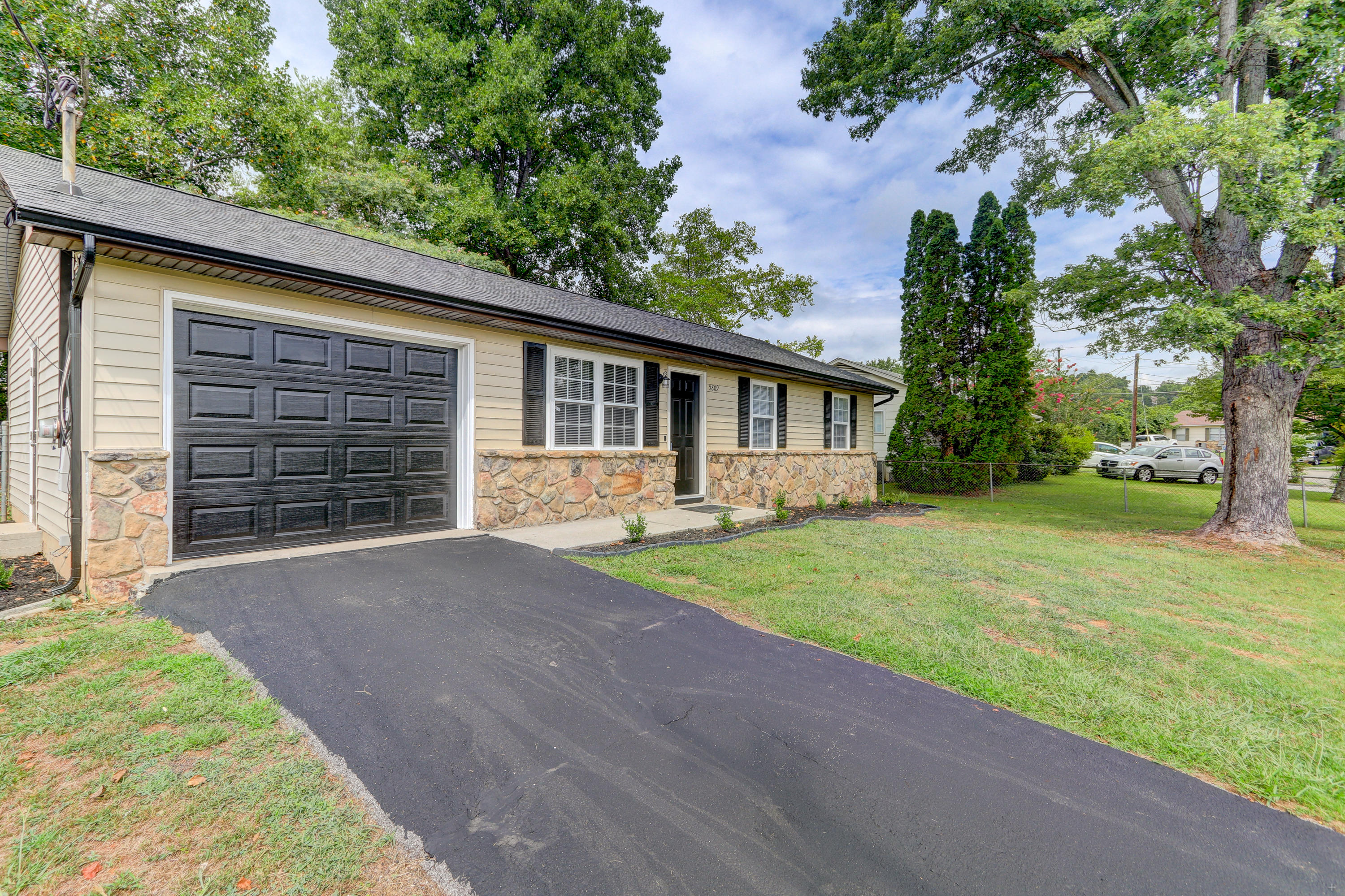 5809 Mondale, Knoxville, Tennessee, United States 37912, 3 Bedrooms Bedrooms, ,1 BathroomBathrooms,Single Family,For Sale,Mondale,1125233