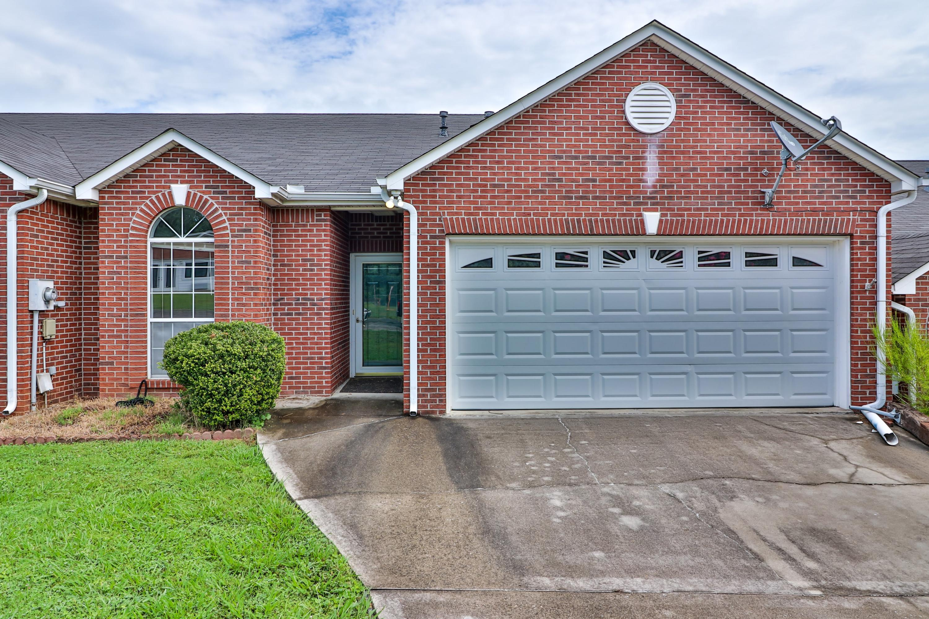 325 Creekview, Knoxville, Tennessee, United States 37923, 3 Bedrooms Bedrooms, ,2 BathroomsBathrooms,Single Family,For Sale,Creekview,1125412