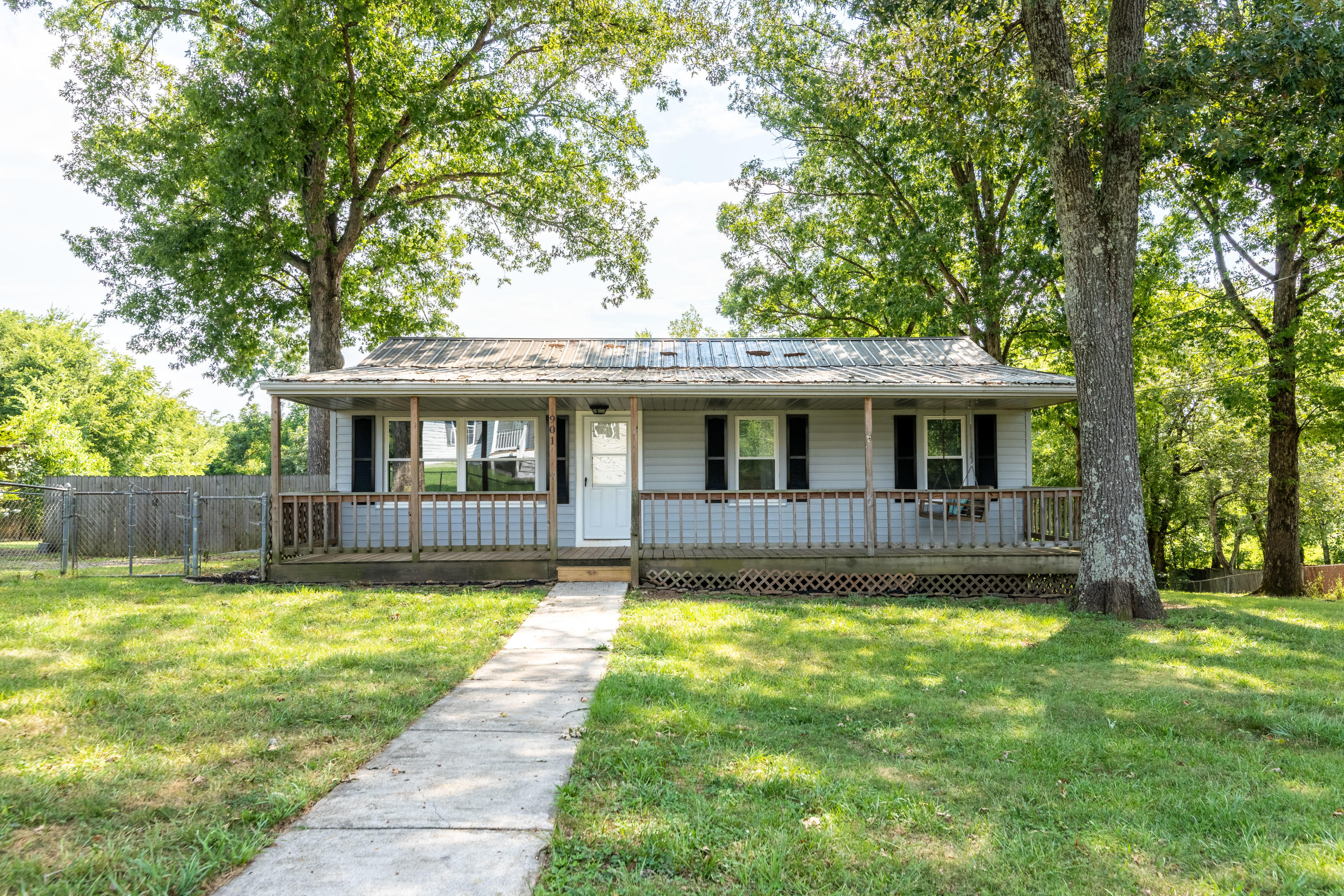 901 Pershing, Maryville, Tennessee, United States 37801, 3 Bedrooms Bedrooms, ,1 BathroomBathrooms,Single Family,For Sale,Pershing,1125810
