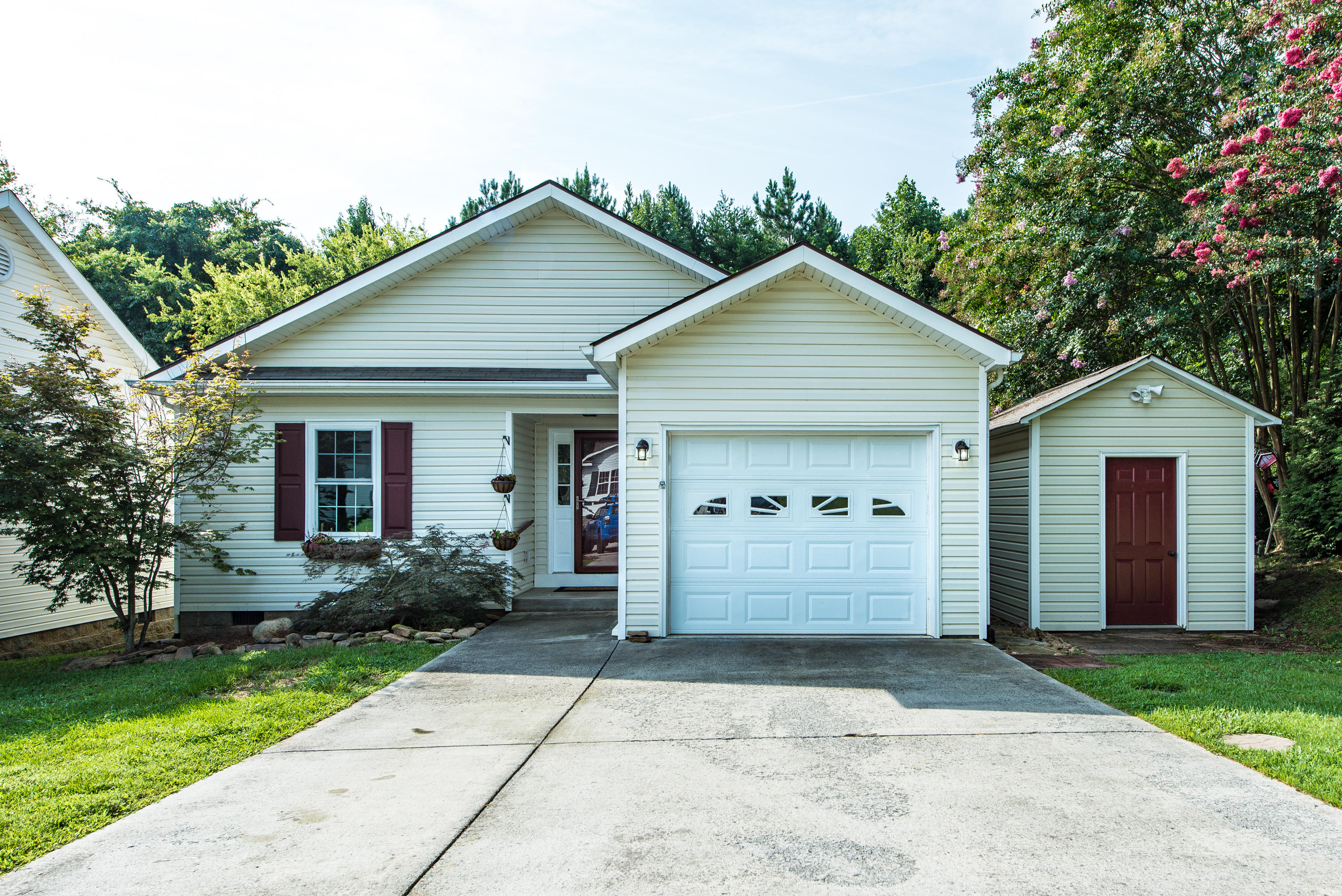 10646 Lone Star, Knoxville, Tennessee, United States 37932, 2 Bedrooms Bedrooms, ,2 BathroomsBathrooms,Single Family,For Sale,Lone Star,1126023