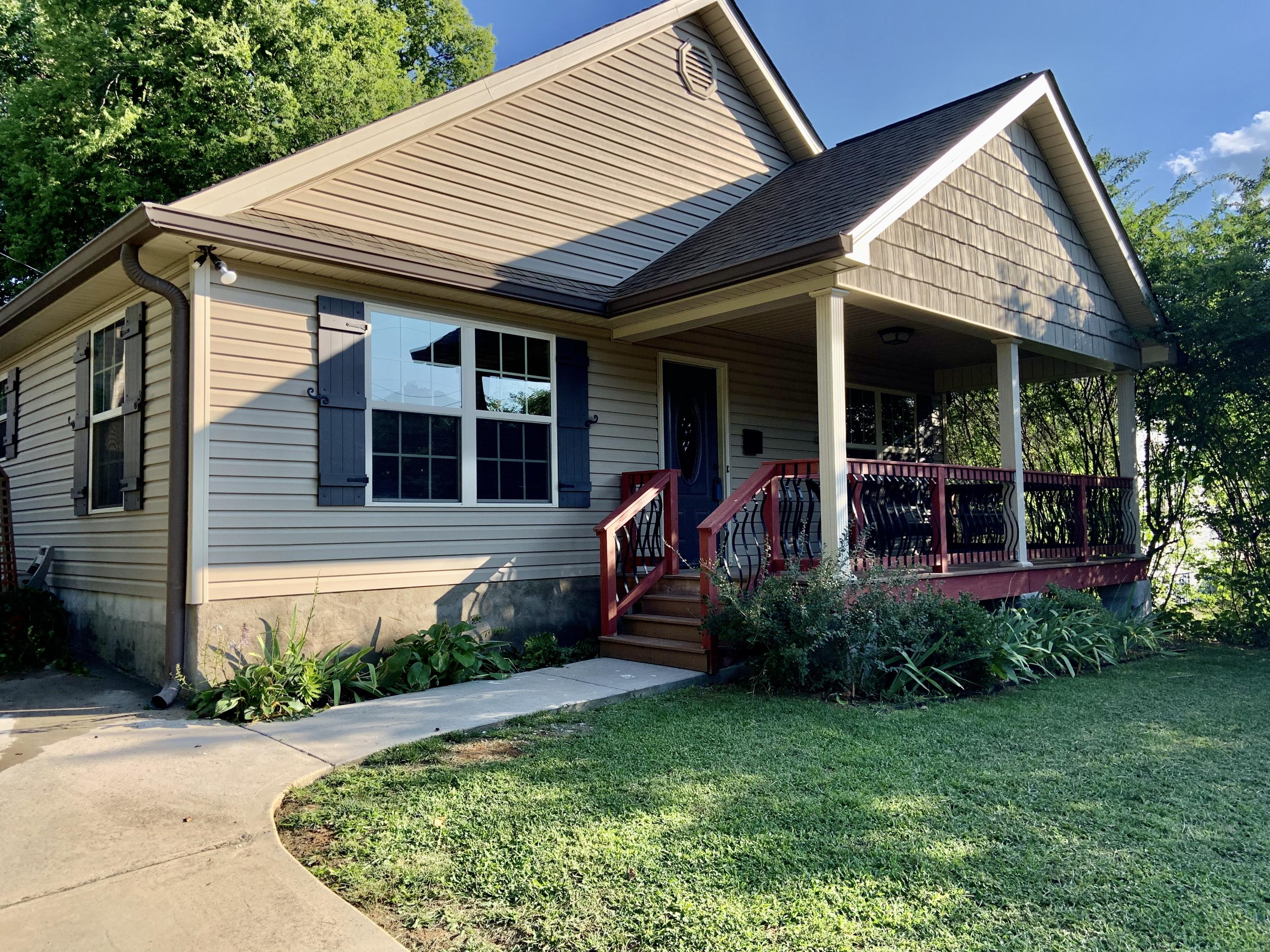 1044 Ashwood, Knoxville, Tennessee, United States 37917, 3 Bedrooms Bedrooms, ,2 BathroomsBathrooms,Single Family,For Sale,Ashwood,1126041