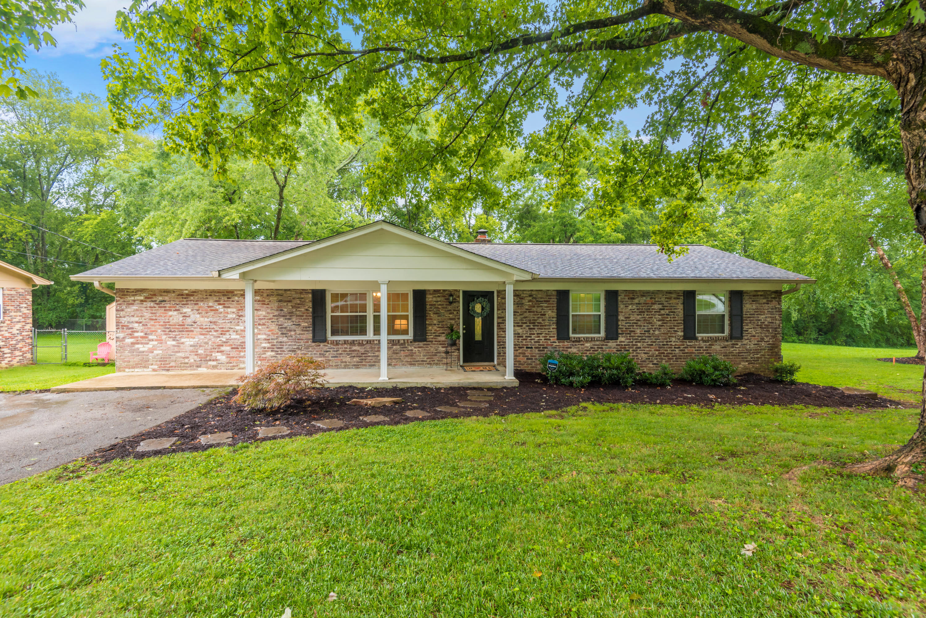 7336 Winchester, Knoxville, Tennessee, United States 37919, 3 Bedrooms Bedrooms, ,2 BathroomsBathrooms,Single Family,For Sale,Winchester,1126579