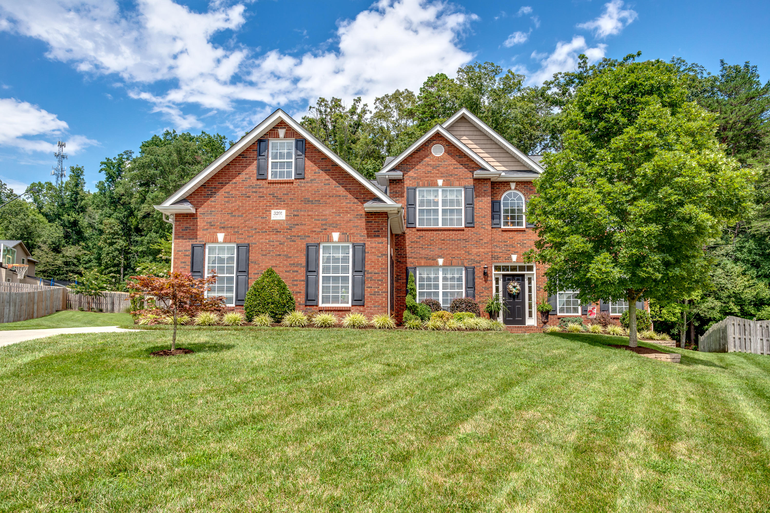 3201 Saddle Path, Knoxville, Tennessee, United States 37931, 5 Bedrooms Bedrooms, ,3 BathroomsBathrooms,Single Family,For Sale,Saddle Path,1126602