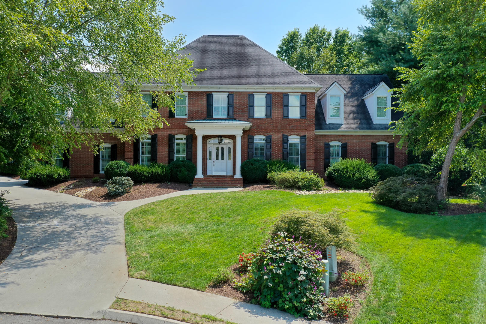 240 Sandringham, Knoxville, Tennessee, United States 37934, 4 Bedrooms Bedrooms, ,4 BathroomsBathrooms,Single Family,For Sale,Sandringham,1127548
