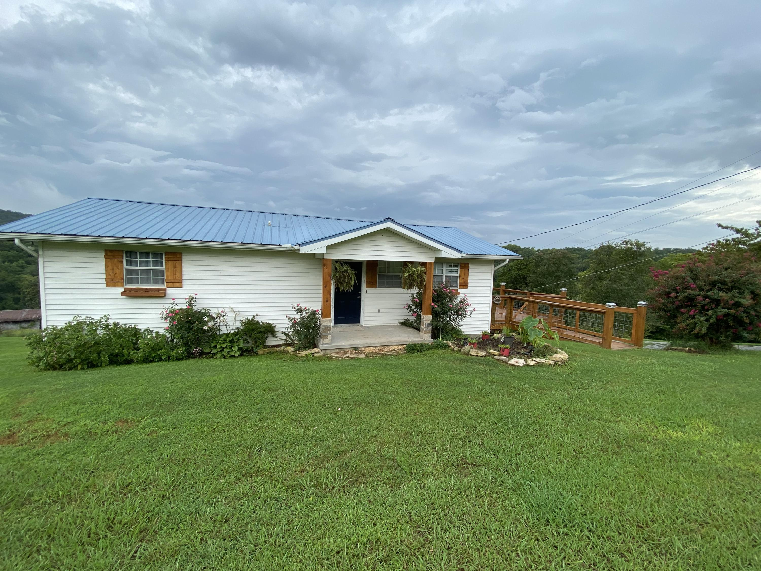 140 Walnut, New Tazewell, Tennessee, United States 37825, 2 Bedrooms Bedrooms, ,3 BathroomsBathrooms,Single Family,For Sale,Walnut,1128858