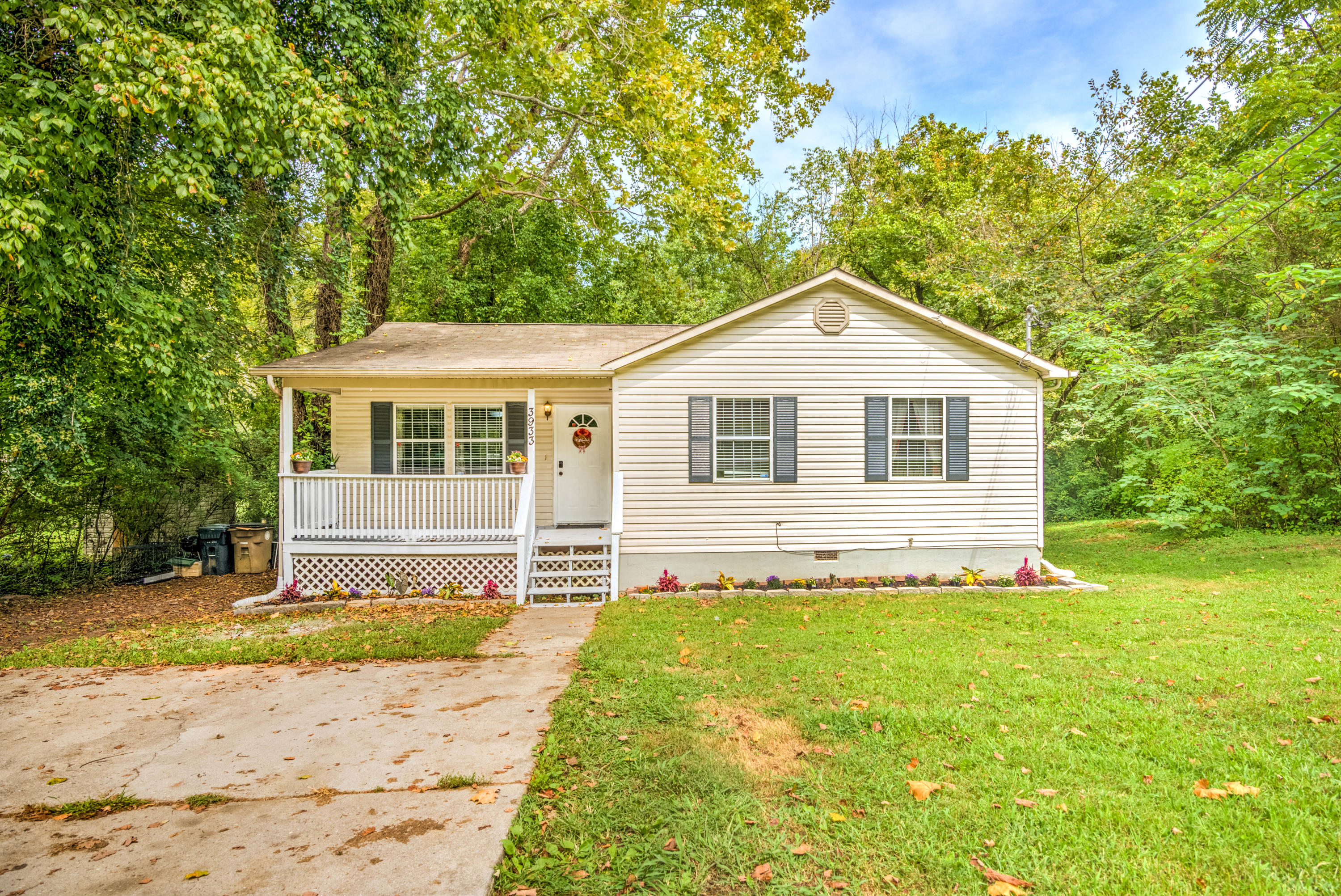 3933 Acorn, Knoxville, Tennessee, United States 37918, 3 Bedrooms Bedrooms, ,2 BathroomsBathrooms,Single Family,For Sale,Acorn,1130034