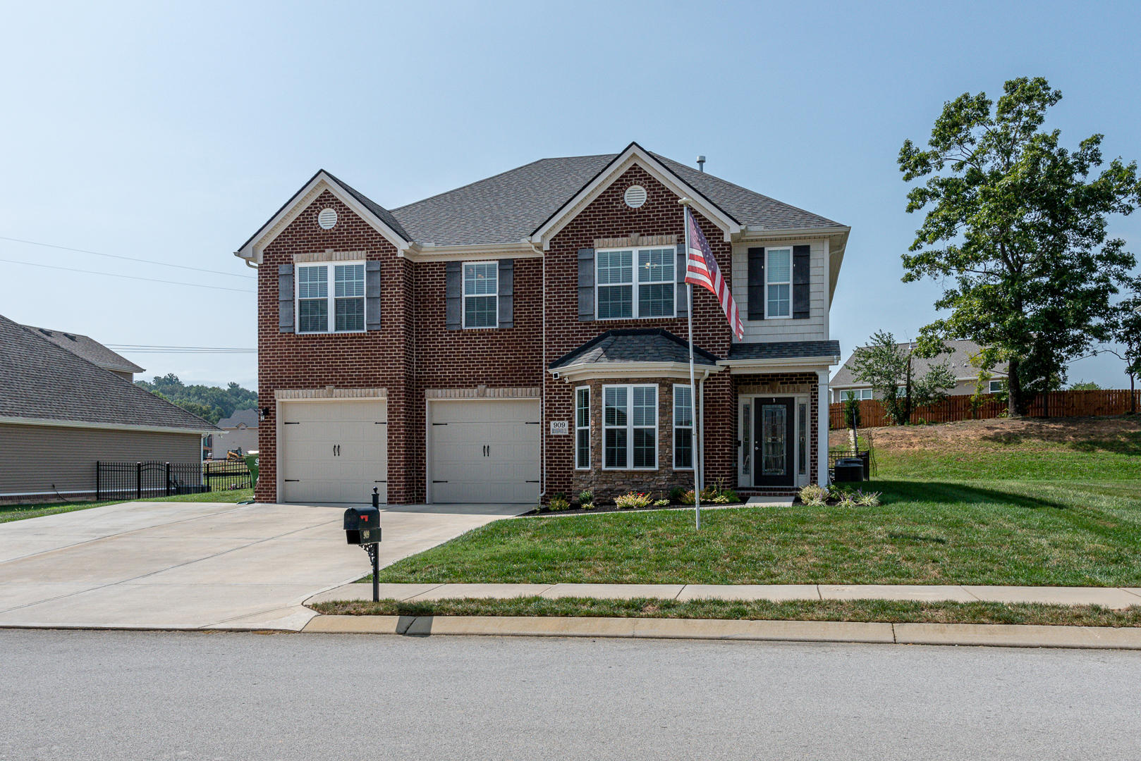 909 Brookwood, Maryville, Tennessee, United States 37801, 4 Bedrooms Bedrooms, ,2 BathroomsBathrooms,Single Family,For Sale,Brookwood,1130136