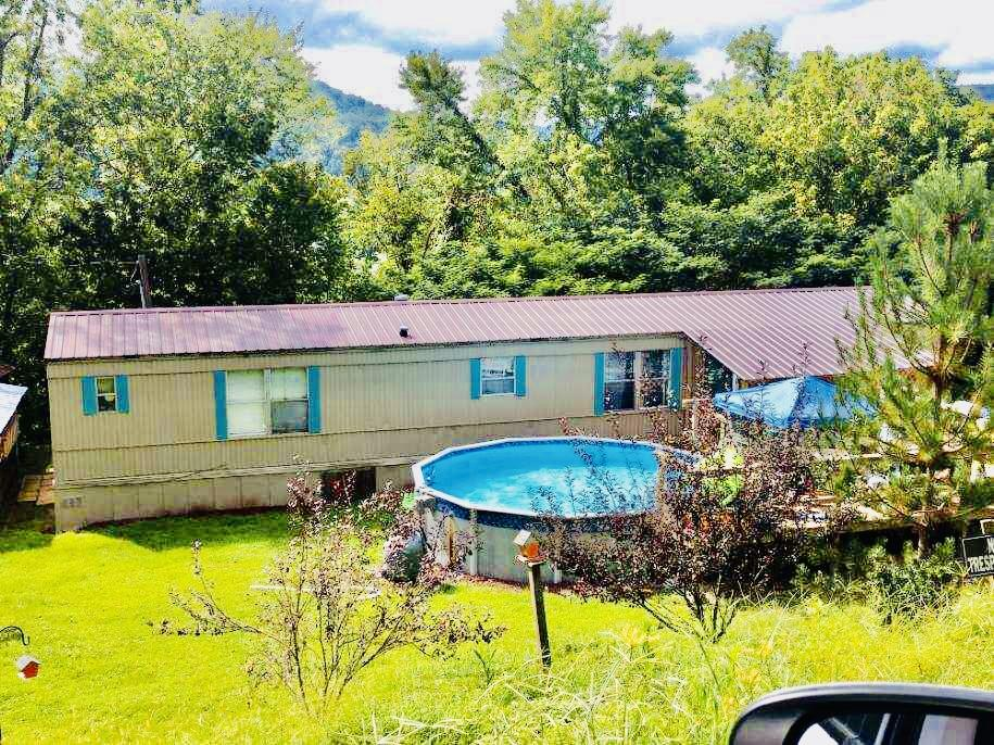 912 Hill, Jellico, Tennessee, United States 37762, 3 Bedrooms Bedrooms, ,2 BathroomsBathrooms,Single Family,For Sale,Hill,1130237