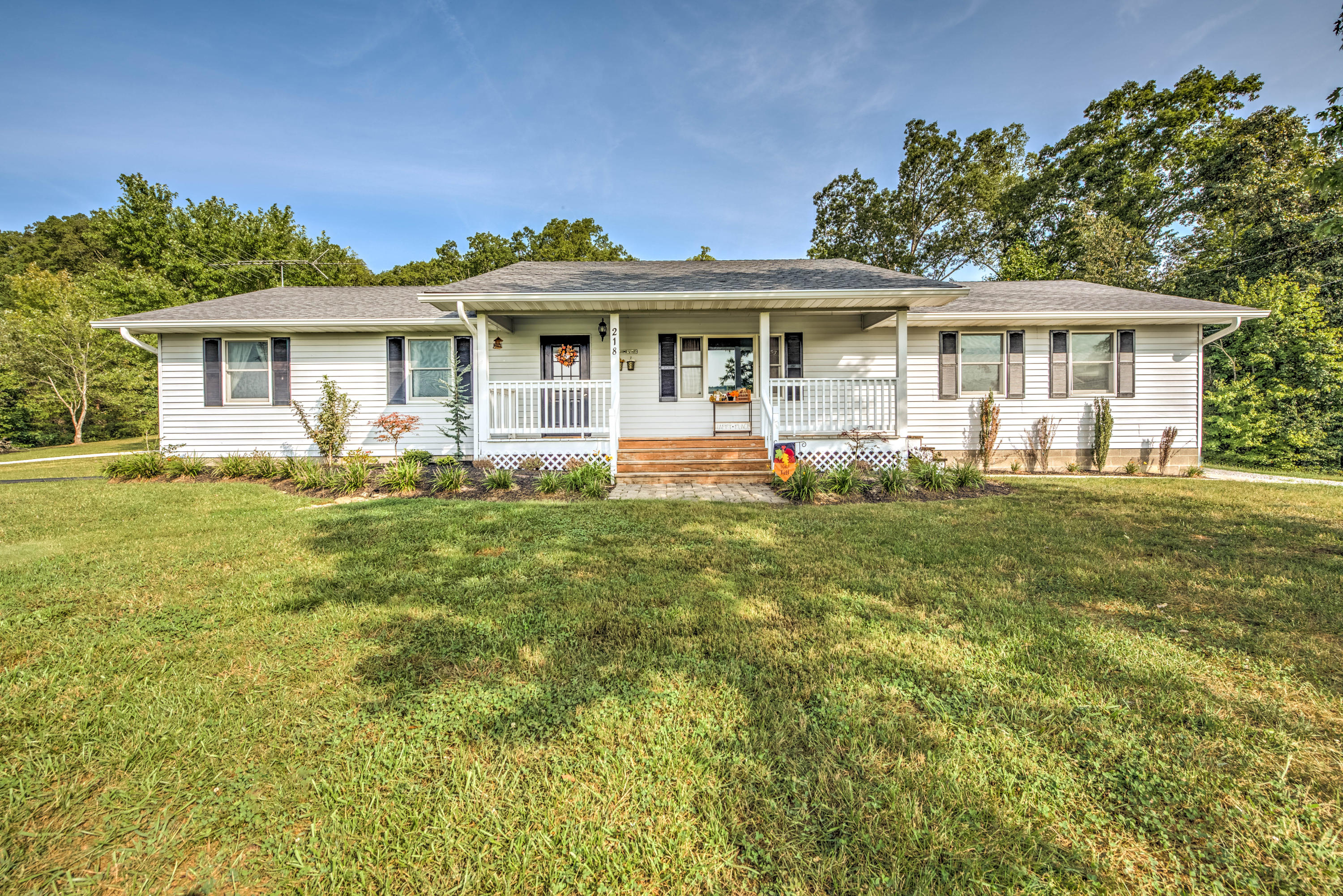 218 Beaver, Kingston, Tennessee, United States 37763, 3 Bedrooms Bedrooms, ,2 BathroomsBathrooms,Single Family,For Sale,Beaver,1130411