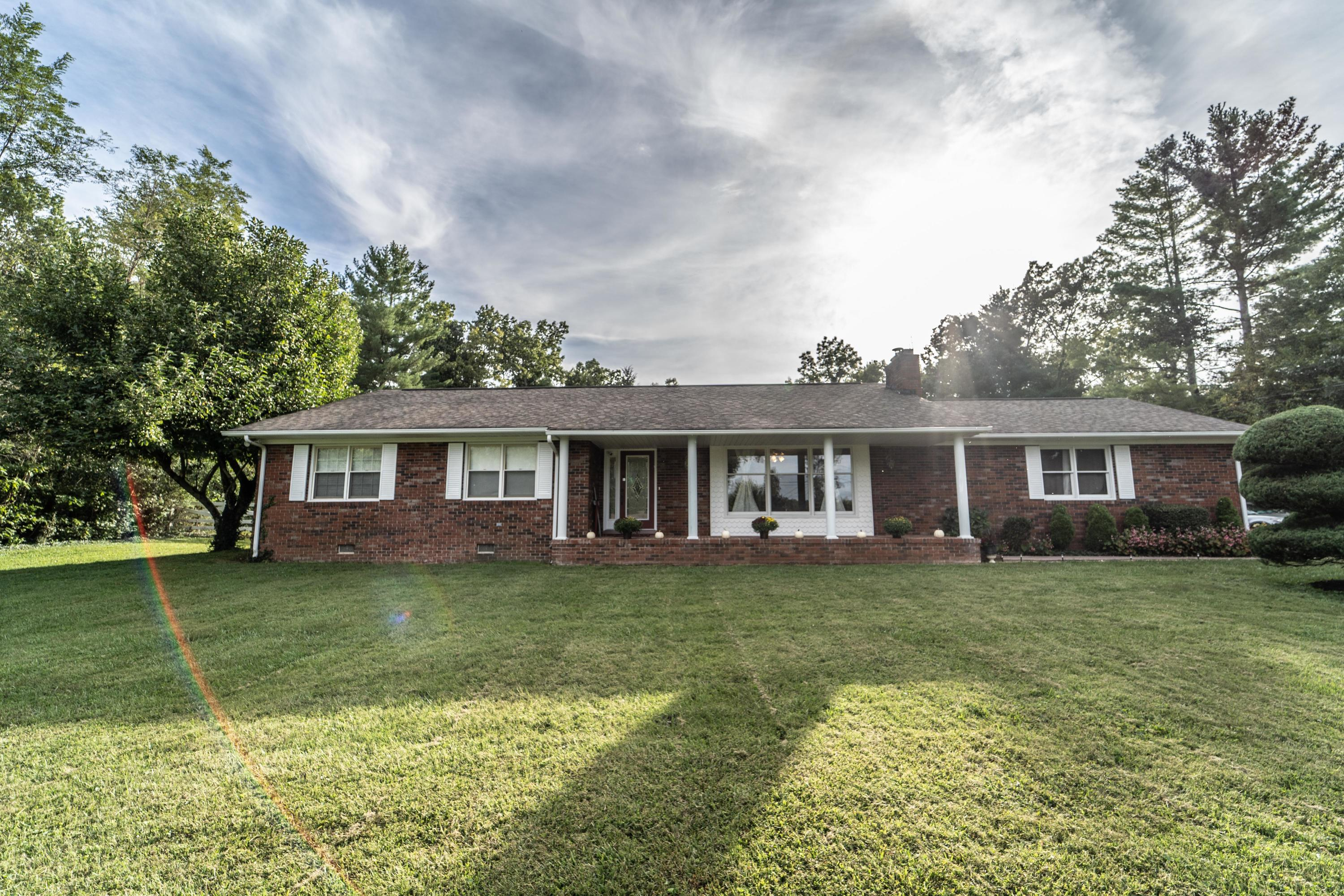 556 Mimosa, Crossville, Tennessee, United States 38572, 3 Bedrooms Bedrooms, ,2 BathroomsBathrooms,Single Family,For Sale,Mimosa,1130624
