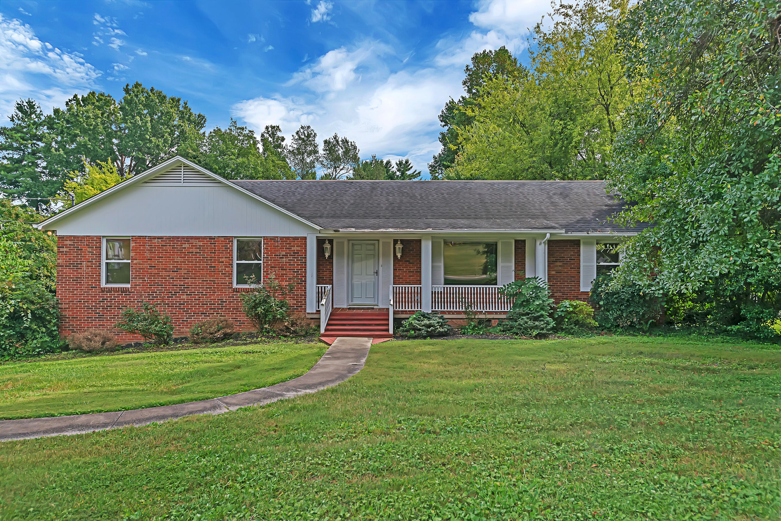 381 Dominion, Knoxville, Tennessee, United States 37934, 5 Bedrooms Bedrooms, ,3 BathroomsBathrooms,Single Family,For Sale,Dominion,1130561