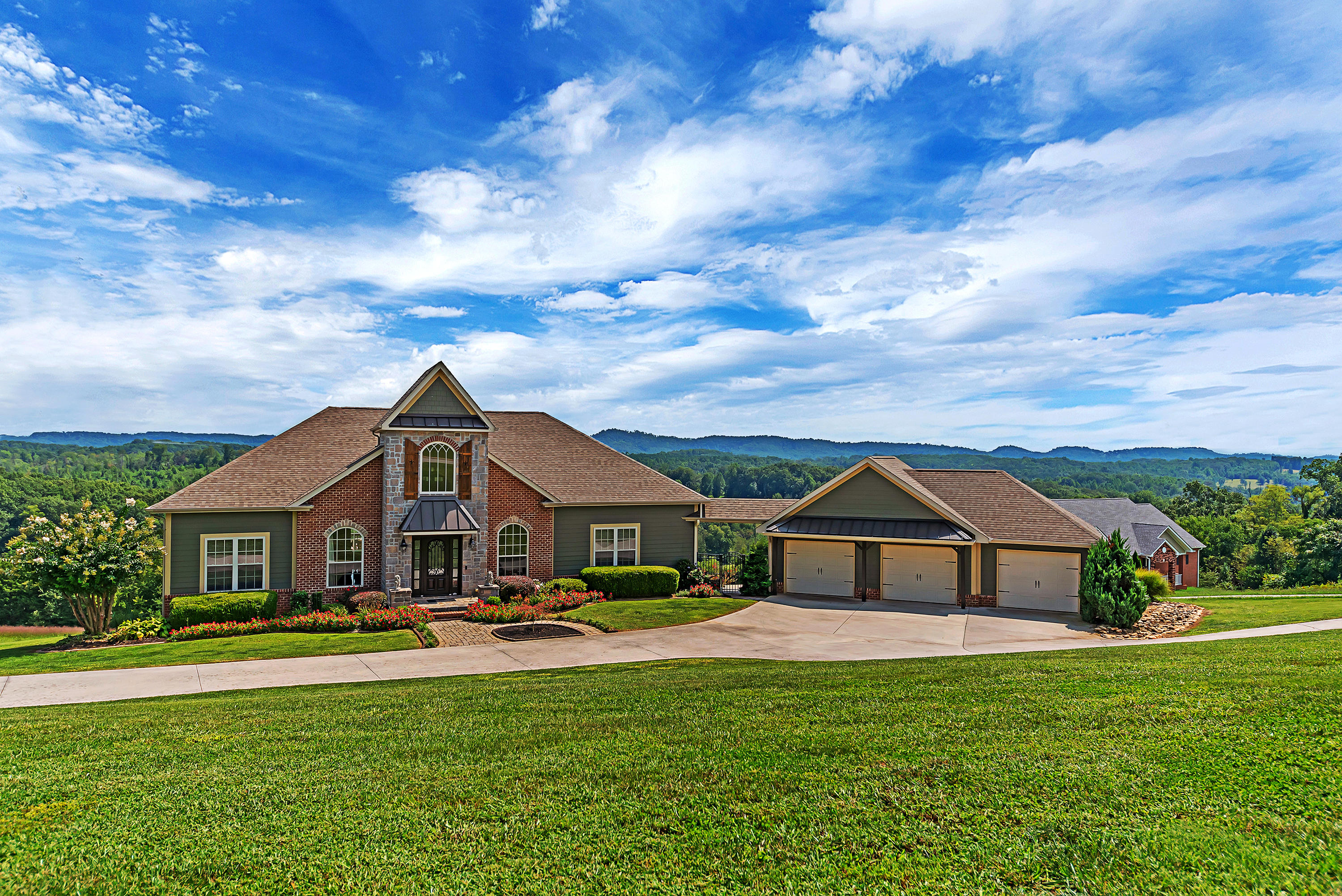 231 High Ridge, Sweetwater, Tennessee, United States 37874, 4 Bedrooms Bedrooms, ,3 BathroomsBathrooms,Single Family,For Sale,High Ridge,1131233