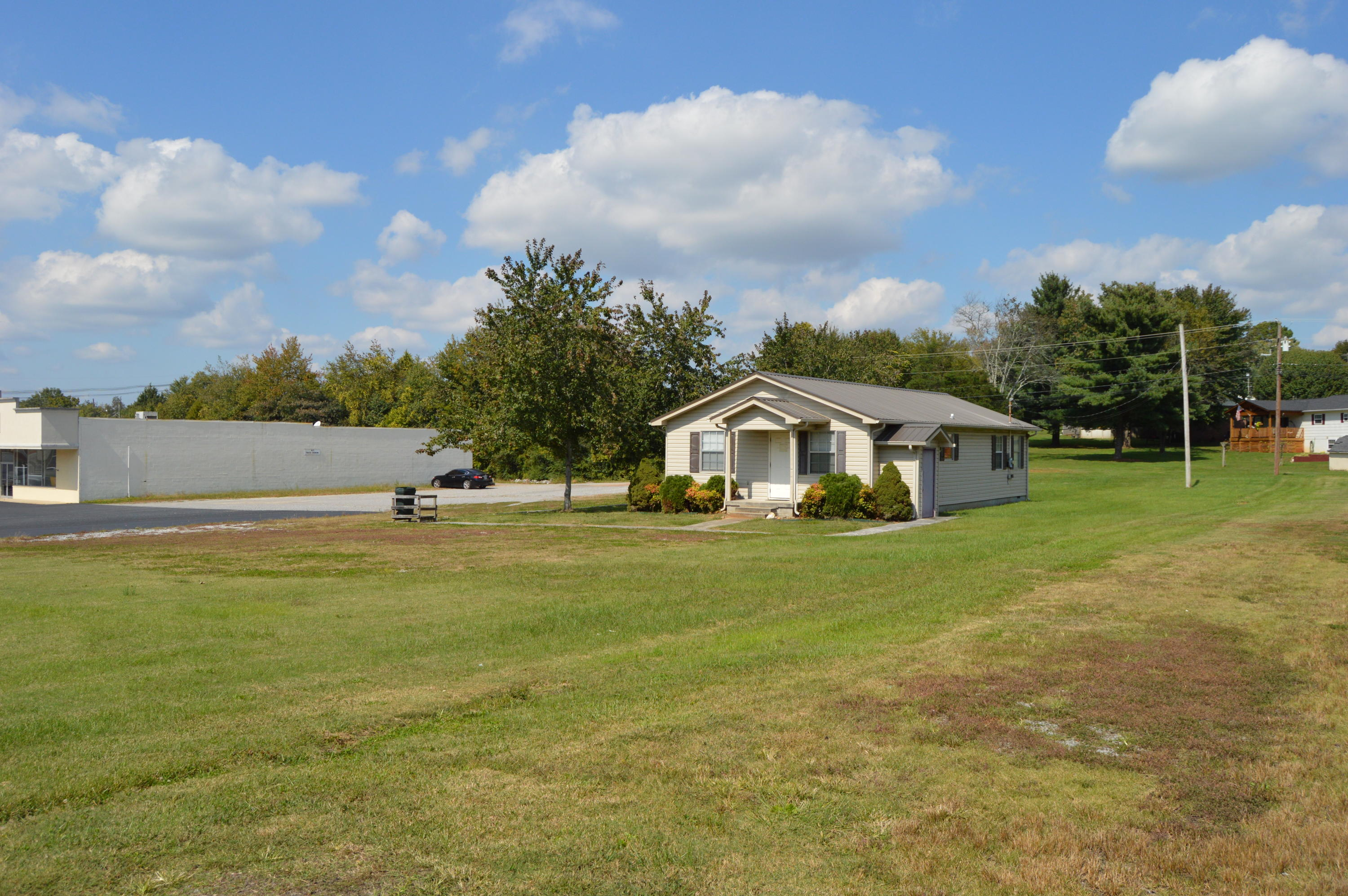 607 Sweetwater Vonore Rd, Sweetwater, Tennessee 37874, ,Commercial,For Sale,Sweetwater Vonore,1131989