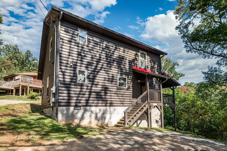 1011 Villa Lane, Gatlinburg, Tennessee 37738, 2 Bedrooms Bedrooms, ,2 BathroomsBathrooms,Single Family,For Sale,Villa,1132633