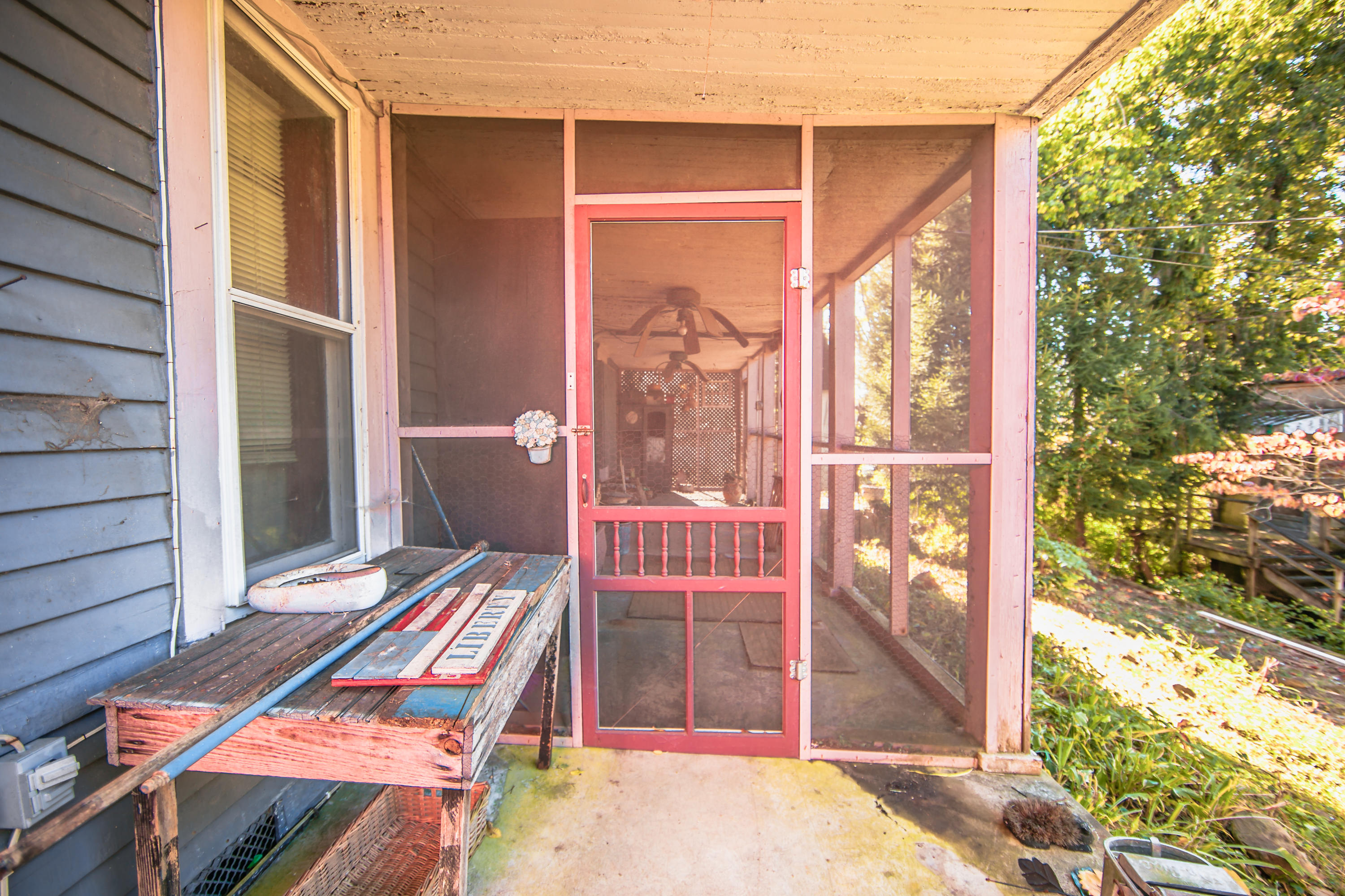 417 Clinton St, Harriman, Tennessee 37748, 4 Bedrooms Bedrooms, ,2 BathroomsBathrooms,Single Family,For Sale,Clinton,1131131