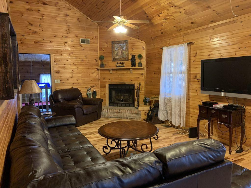 2210 Applewood Rd, Sevierville, Tennessee 37862, 4 Bedrooms Bedrooms, ,3 BathroomsBathrooms,Single Family,For Sale,Applewood,1133141