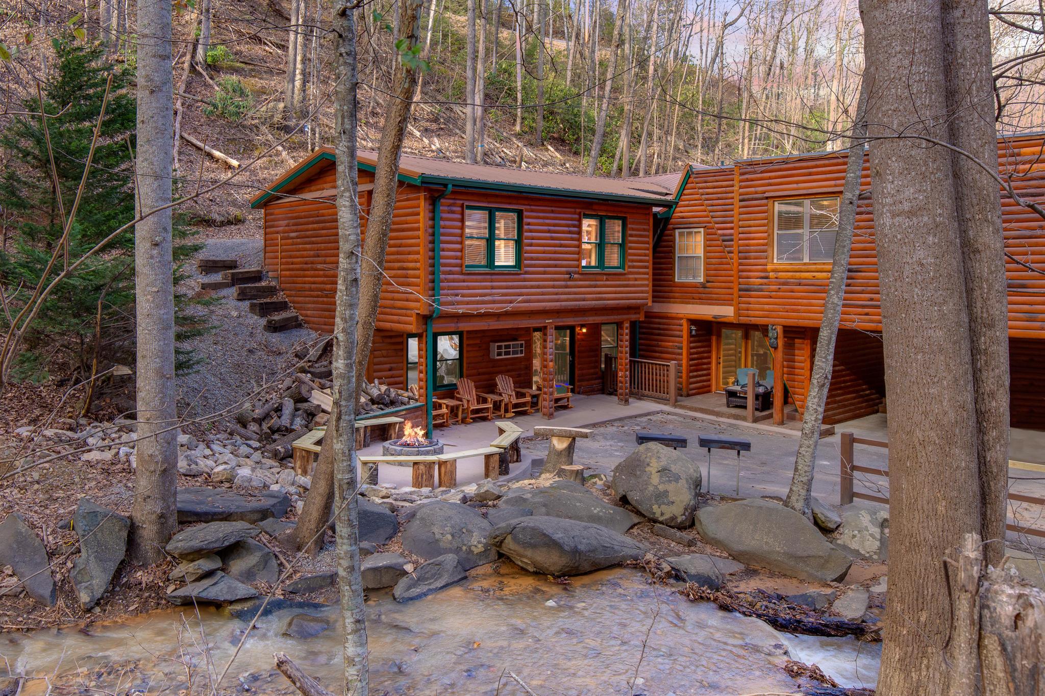 734 Heiden Drive, Gatlinburg, Tennessee 37738, 12 Bedrooms Bedrooms, ,9 BathroomsBathrooms,Single Family,For Sale,Heiden,1133166