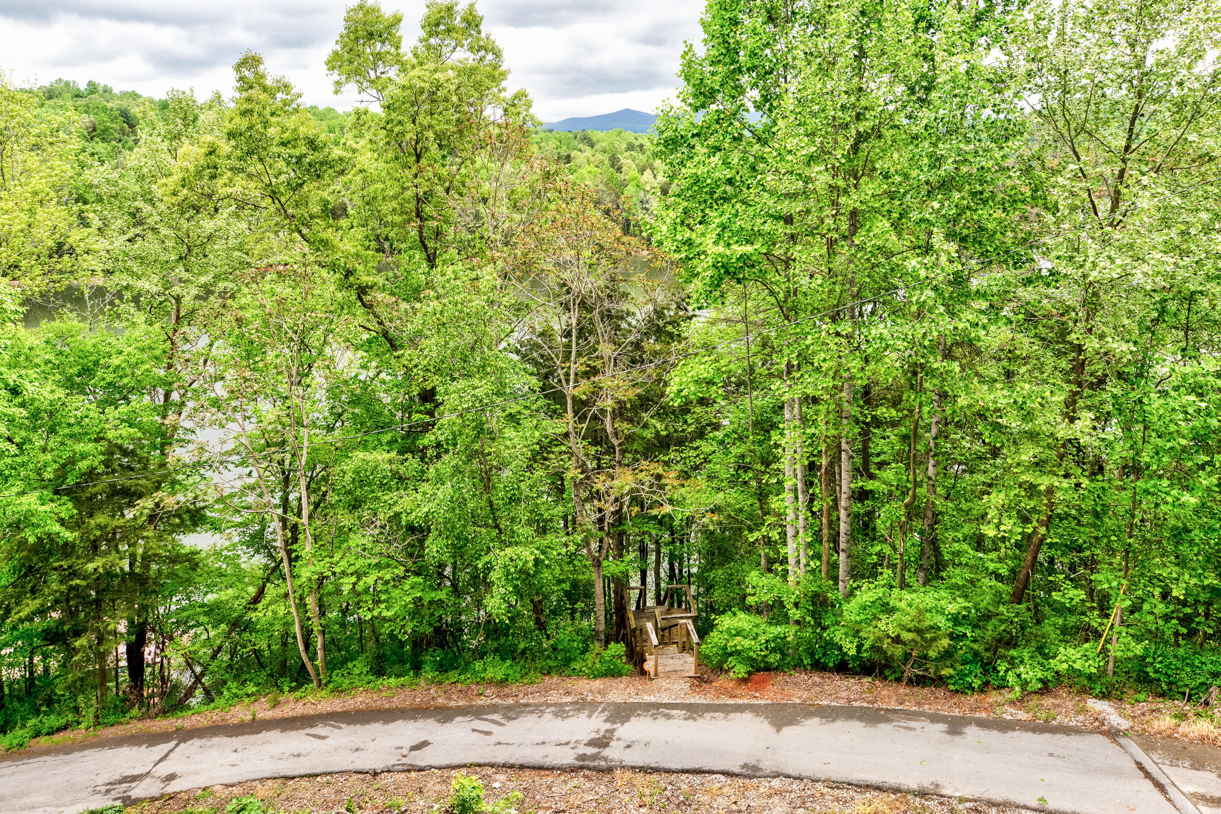 501 Norris Point Rd: