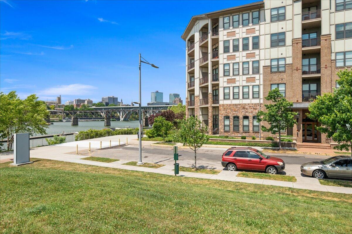 445 W. Blount Ave 215: