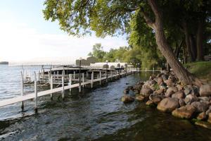 7114 Lakeshore Dr