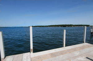133 Lakeshore Dr