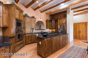 30Loma Real 12-Kitchen4