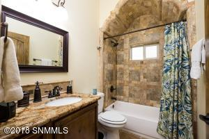 25-Hall Bath1-2244 Sedona Hills - 181112