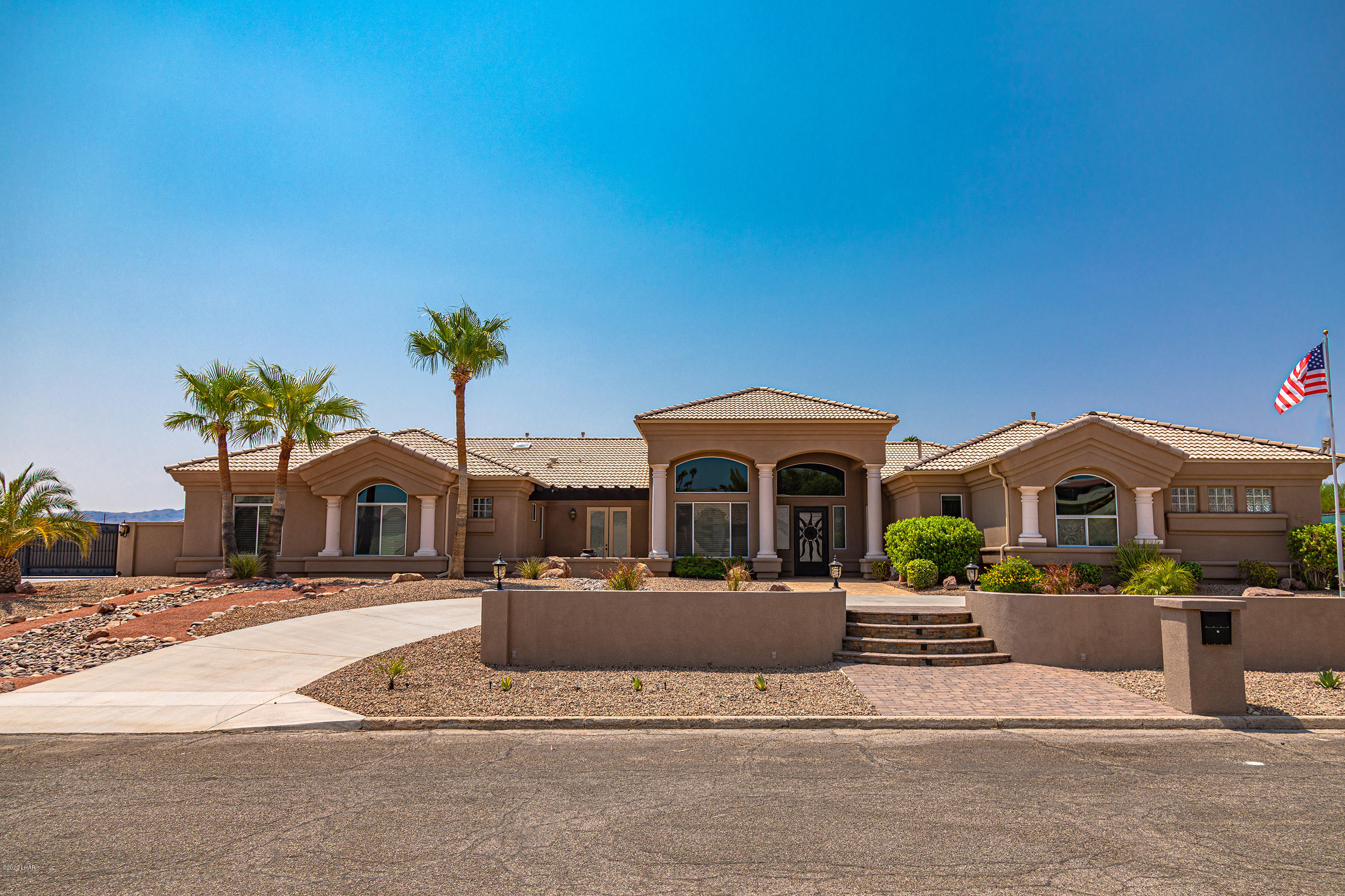 Photo of 665 Armour Dr, Lake Havasu City, AZ 86406