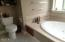 1296 Pepperwood, Lincoln City, OR 97367 - Master Tub