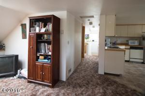 194 W 3rd St, Yachats, OR 97498 - Upper Hall